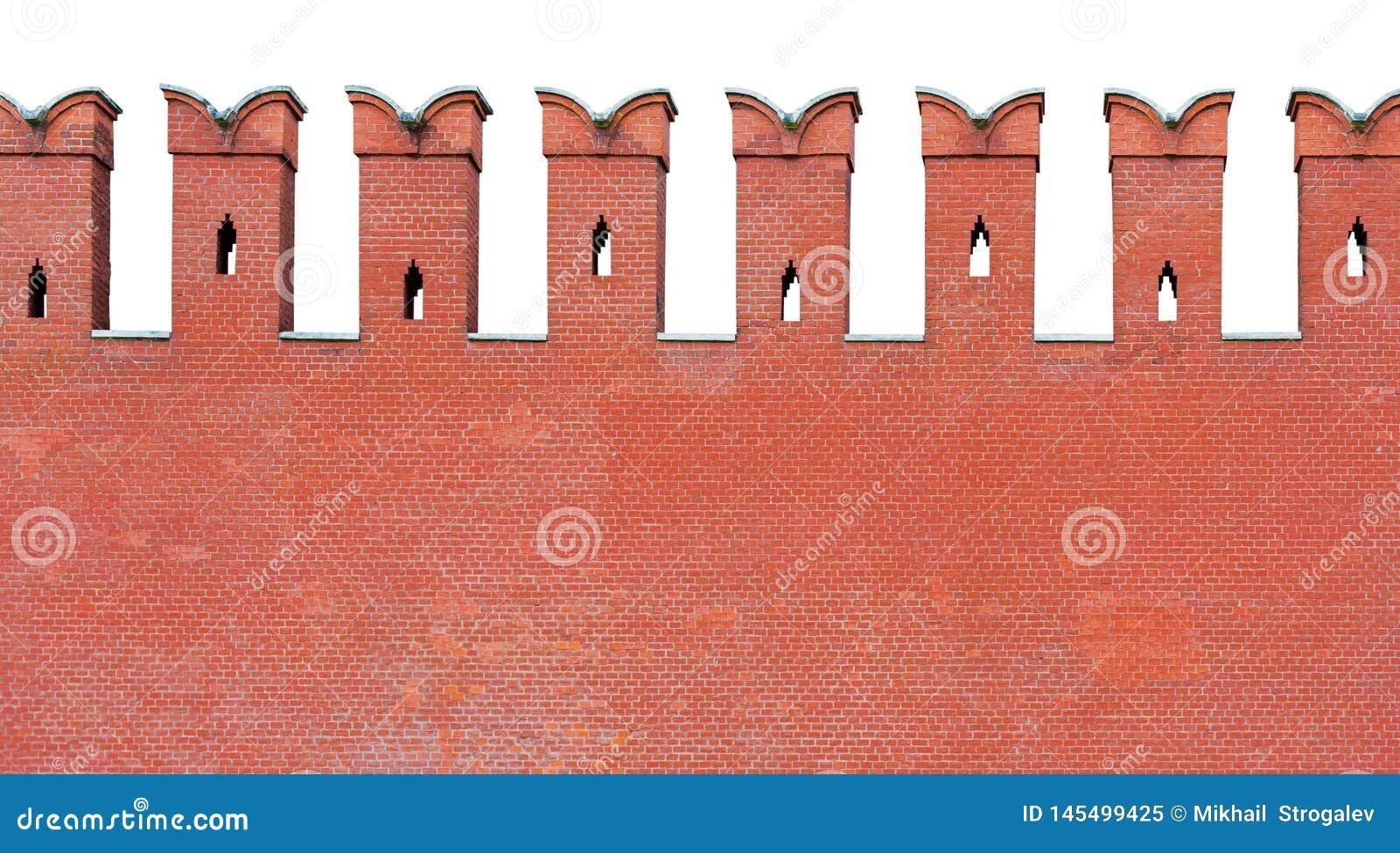 Czerep czerwona ściana z cegieł z kształtującym merlon battlement, odizolowywający na białym tle