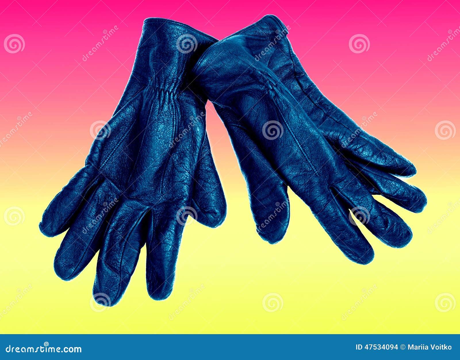 Czerni z błękitnymi rzemiennymi rękawiczkami odizolowywać na menchii i koloru żółtego tle