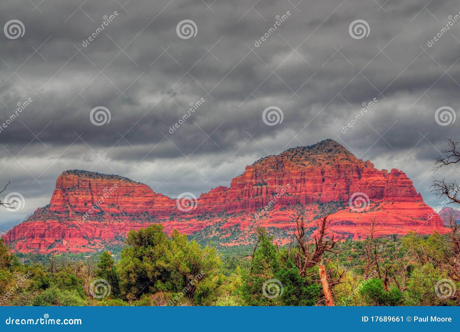Czerwieni skały burza