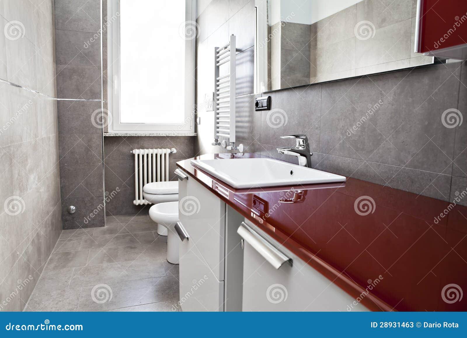 Czerwona łazienka Zdjęcia Stock - Obraz: 28931463
