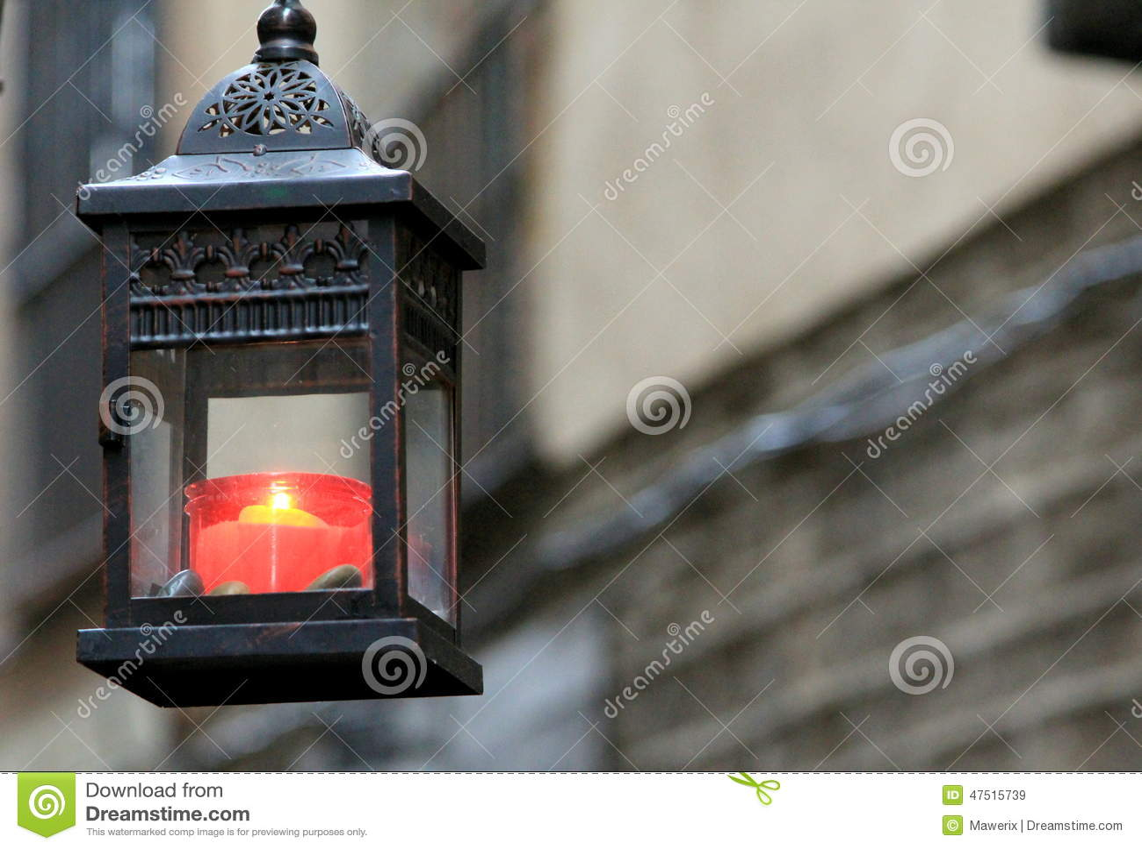 Czerwona świeczka w ulicach Barcelona