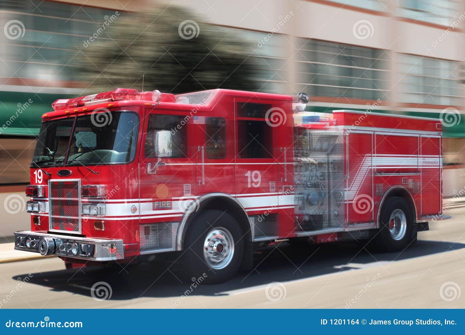 Czerwona ciężarówka przeciwpożarowa