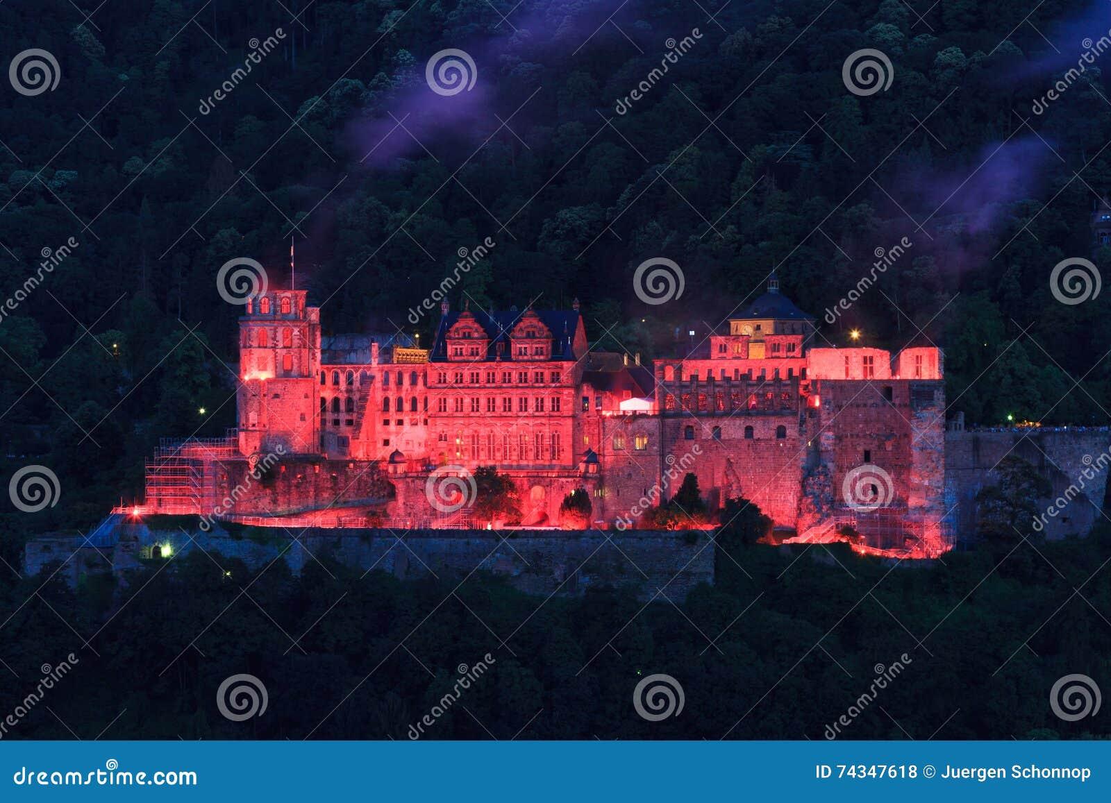 Czerwona iluminacja stary kasztel, Heidelberg