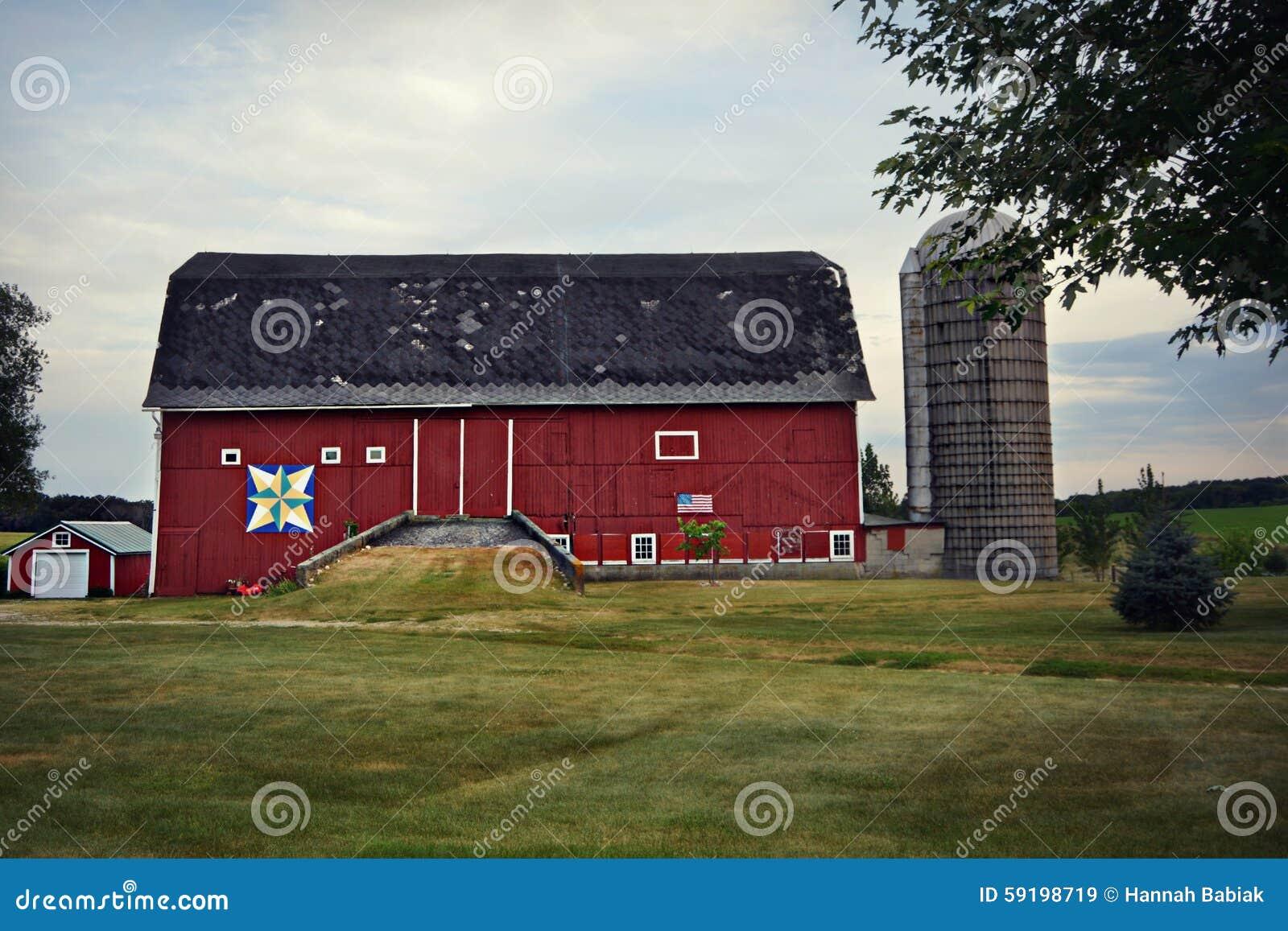 Czerwona stajnia & silos