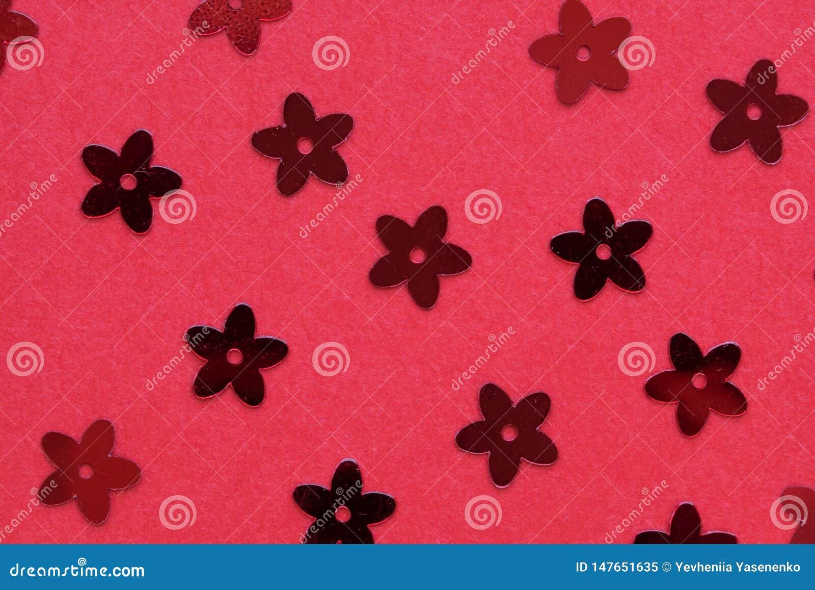 Czerwone palety w postaci kwiatów na czerwonym tle