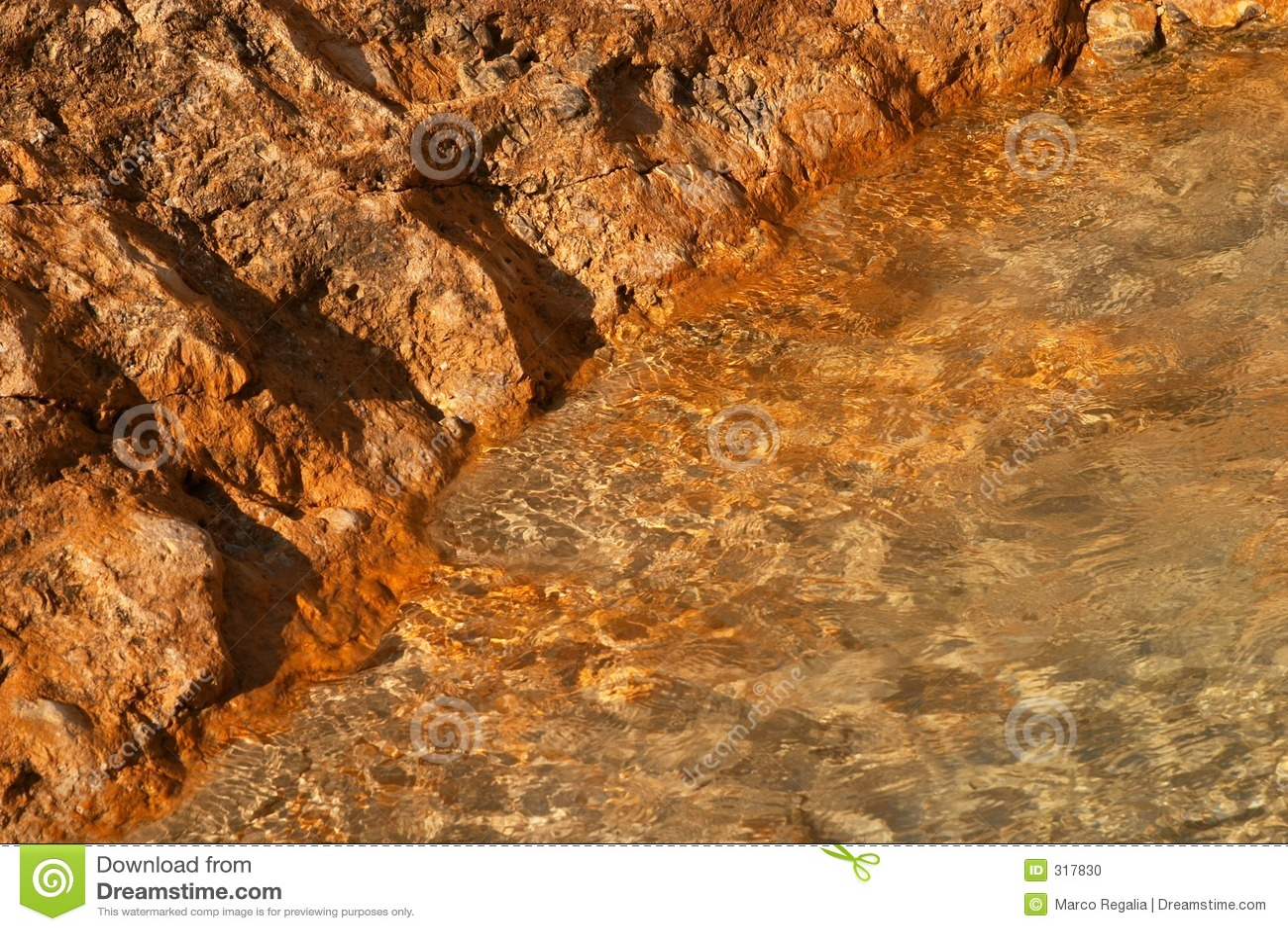 Czerwone skały brzeg