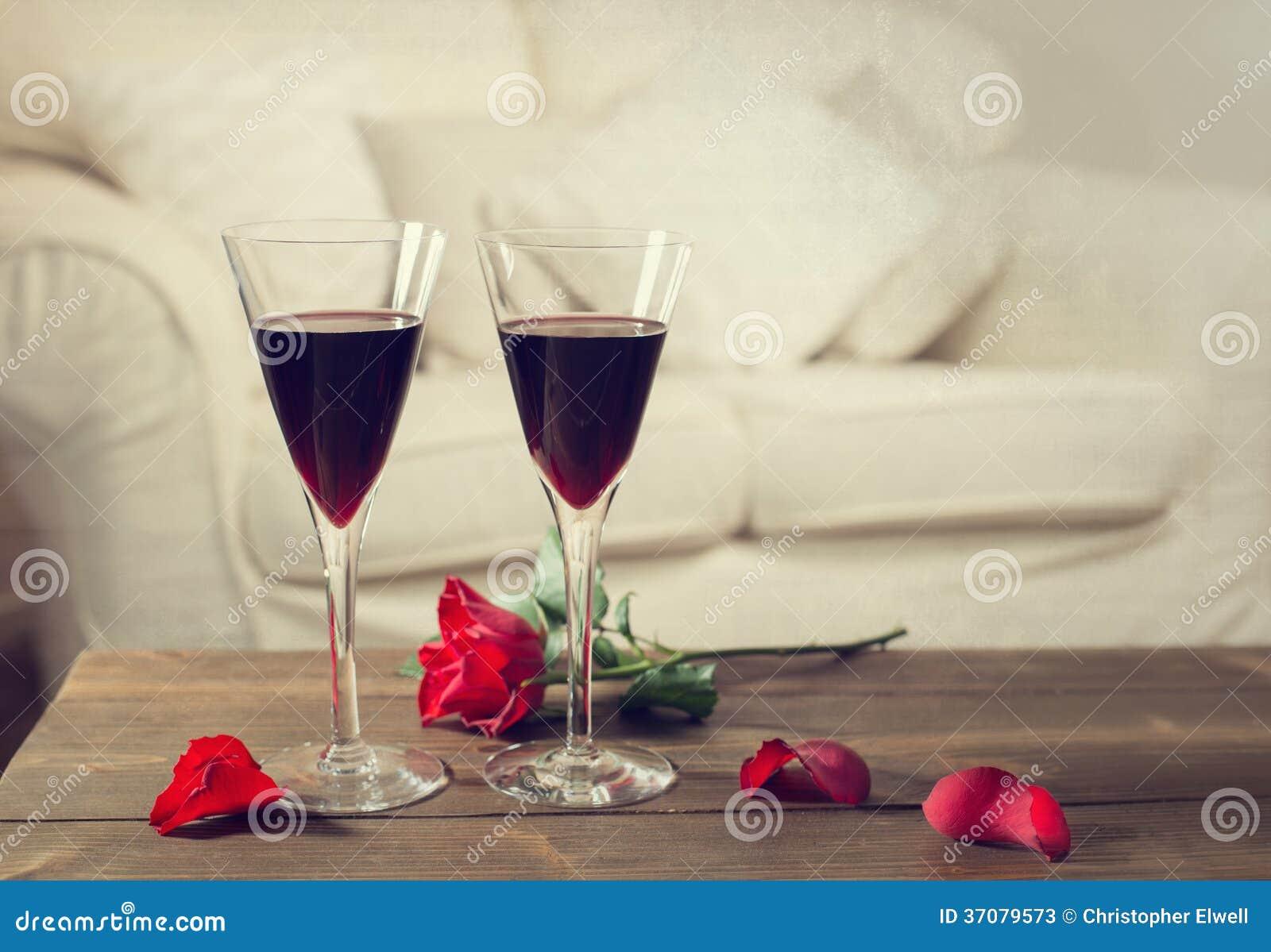 Download Czerwone Wino obraz stock. Obraz złożonej z romans, drewniany - 37079573