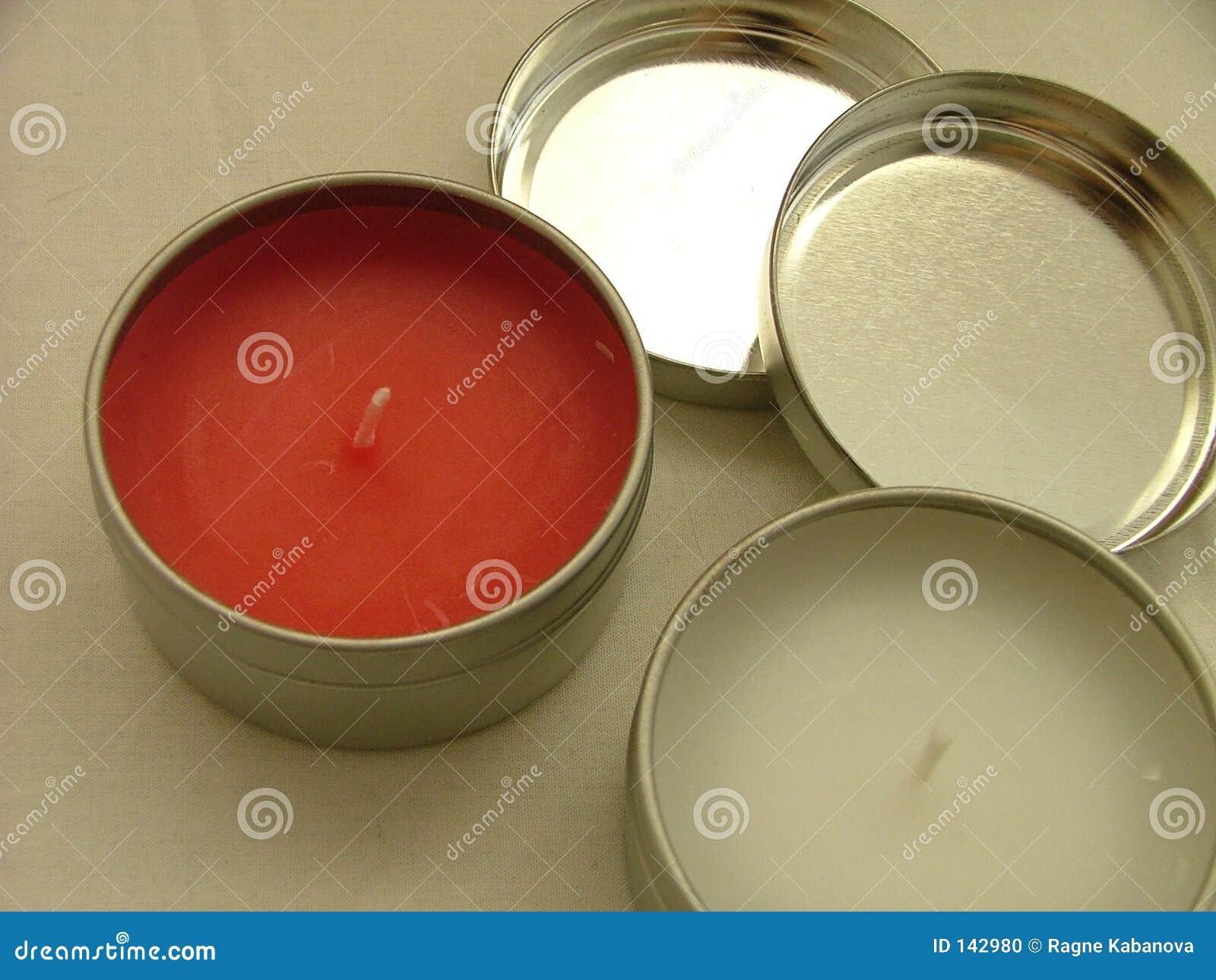 Czerwony białych świec