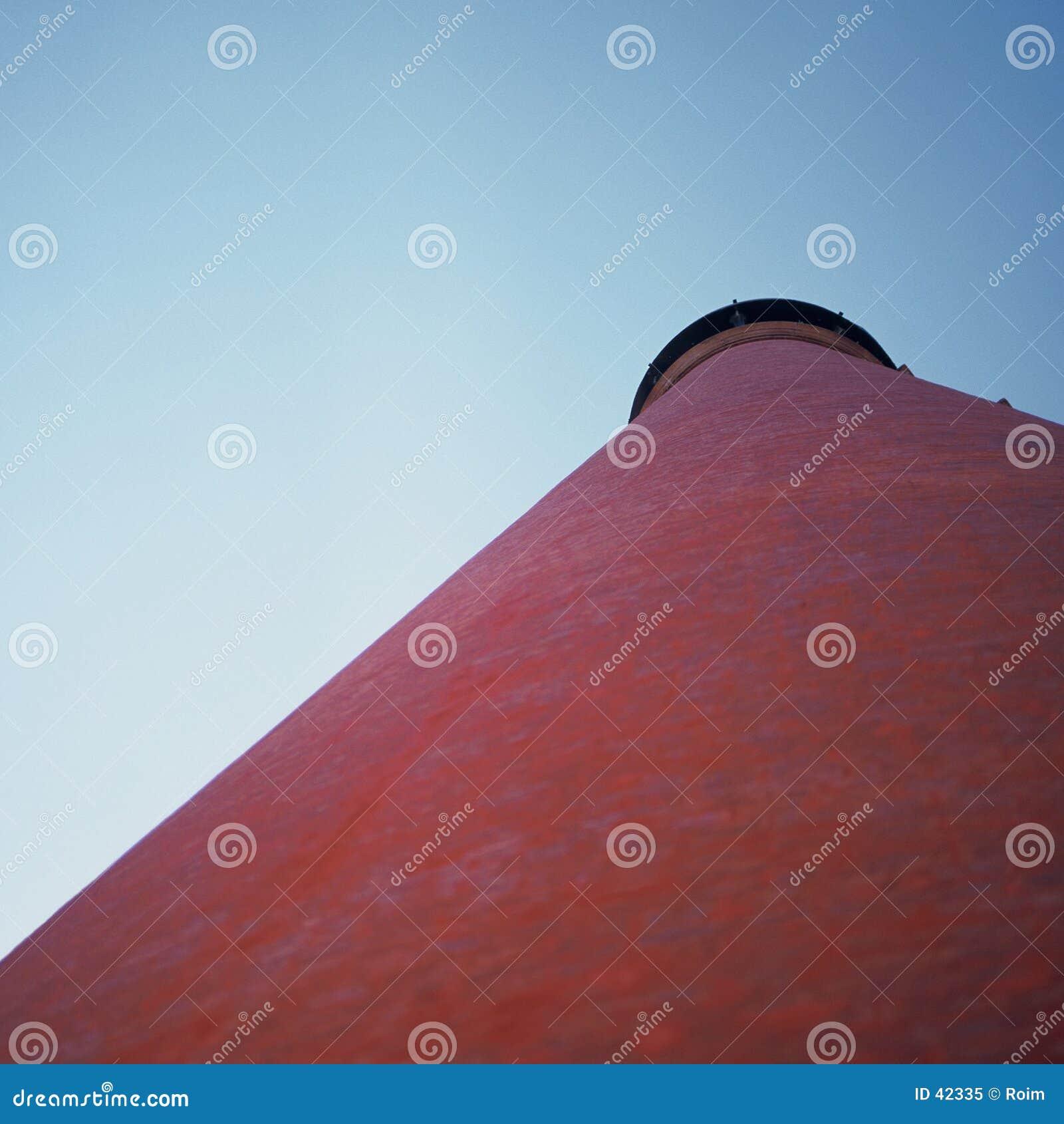 Czerwony dach stożkowaty