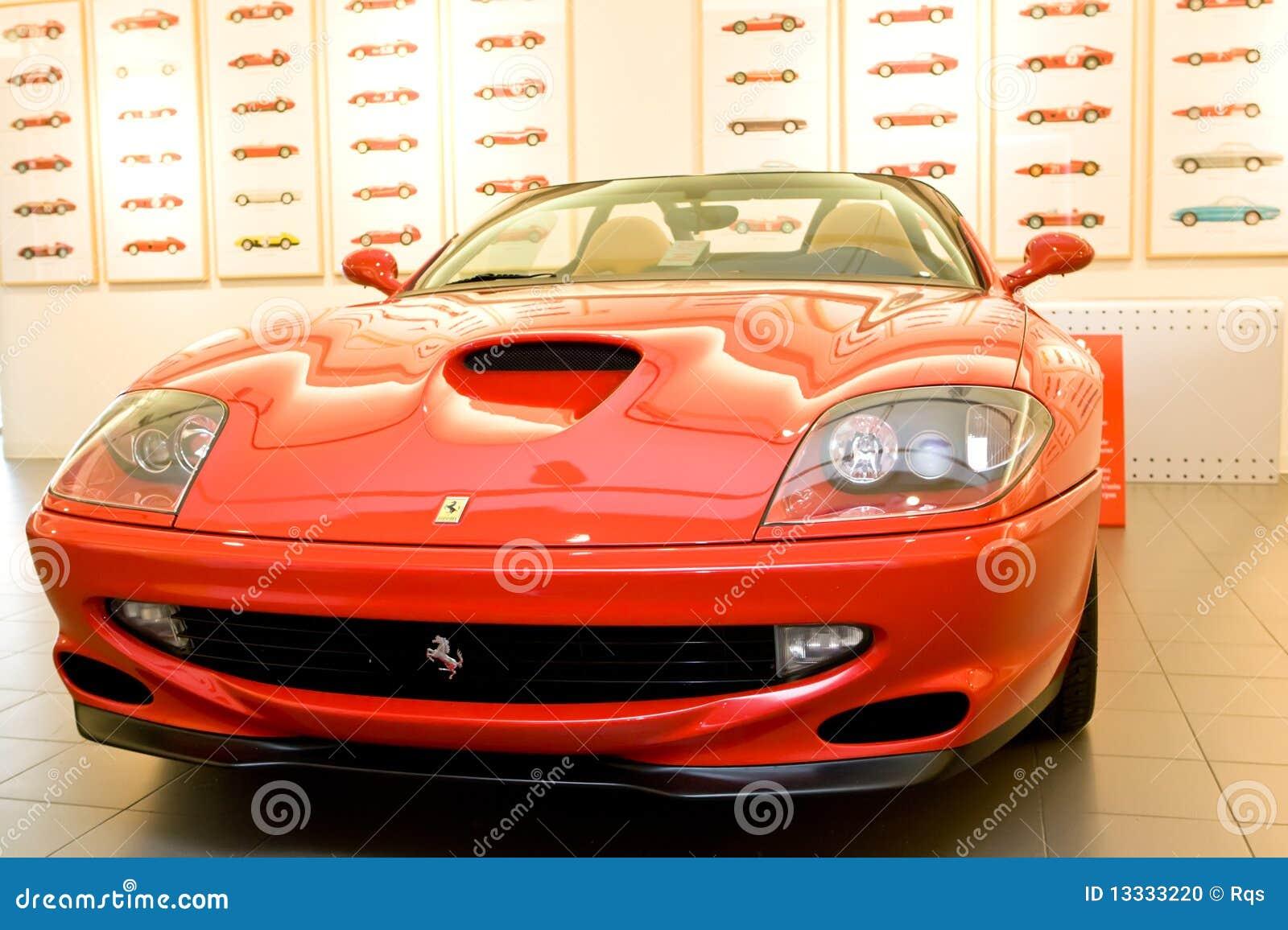 Czerwony Ferrari samochodowy sport