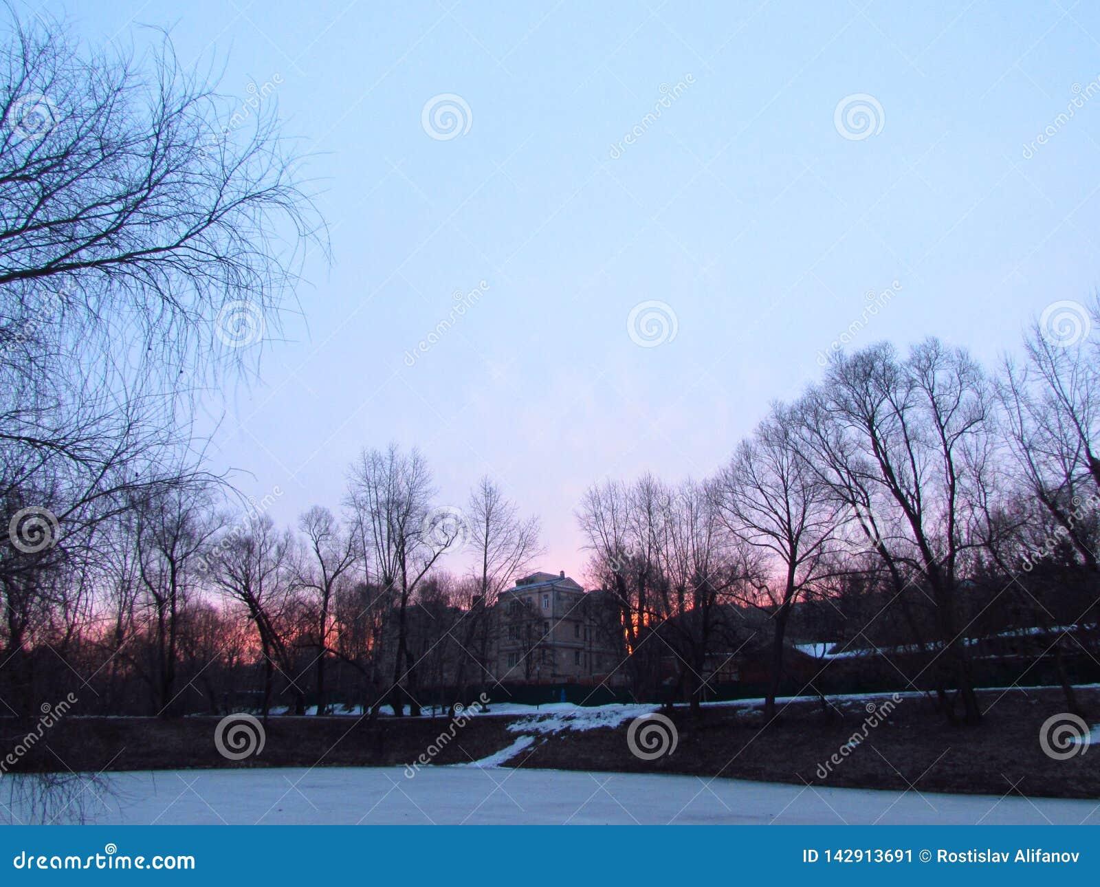 Czerwony niebo w ranku