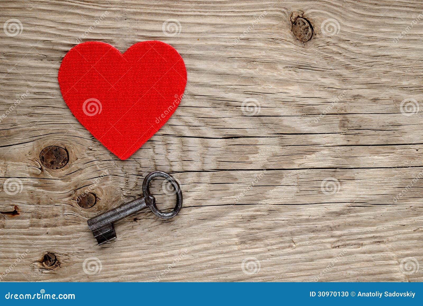 Czerwony serca i rocznika klucz