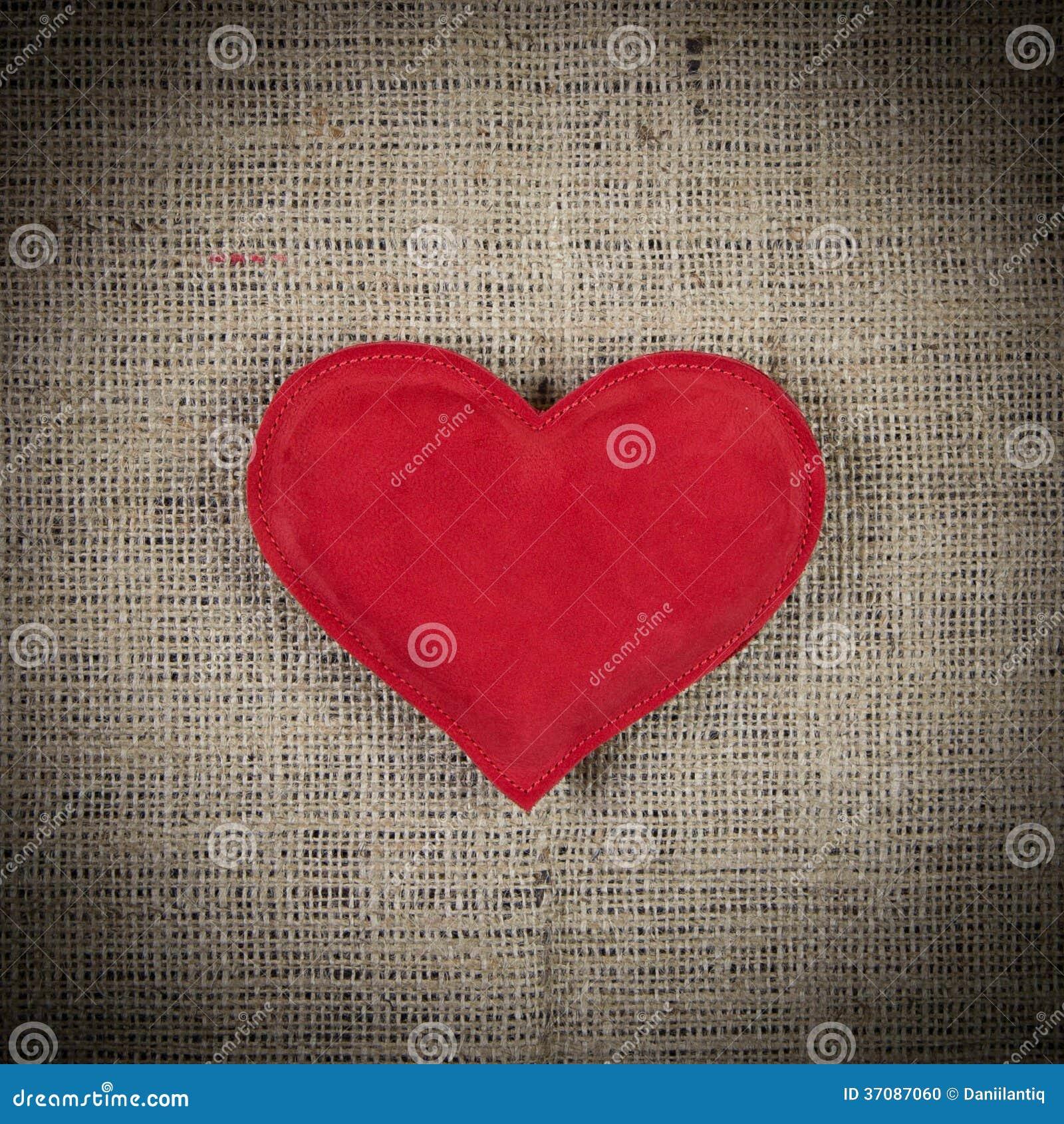 Download Czerwony Serce Na Starym Drewnianym Tle Zdjęcie Stock - Obraz złożonej z ikona, elegancki: 37087060