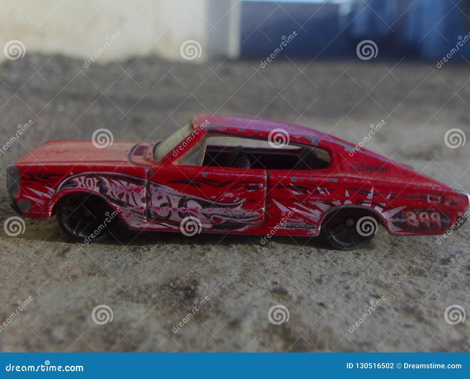 Czerwony sztuczki 2012 model