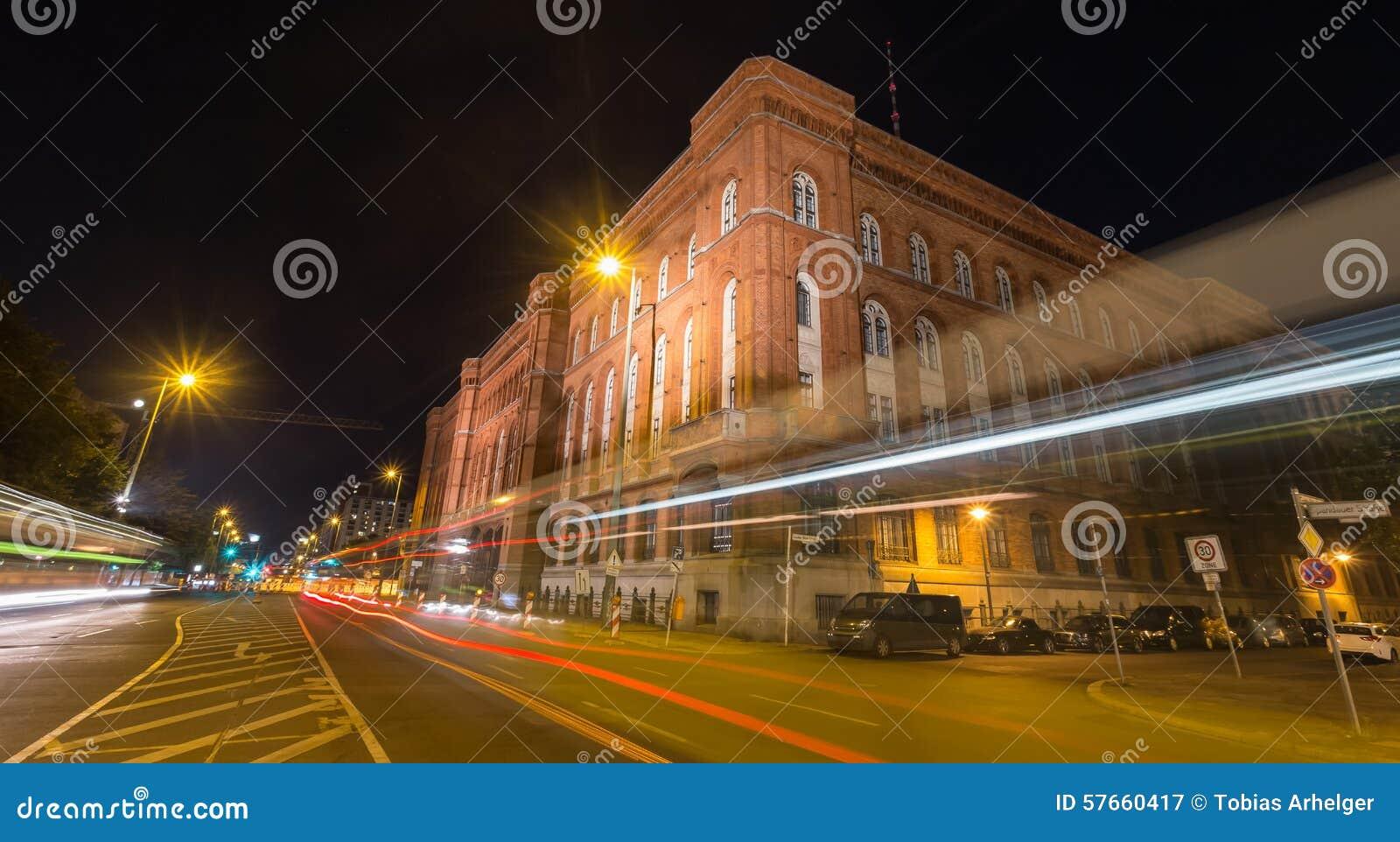 Czerwony townhall Berlin Germany przy nocą