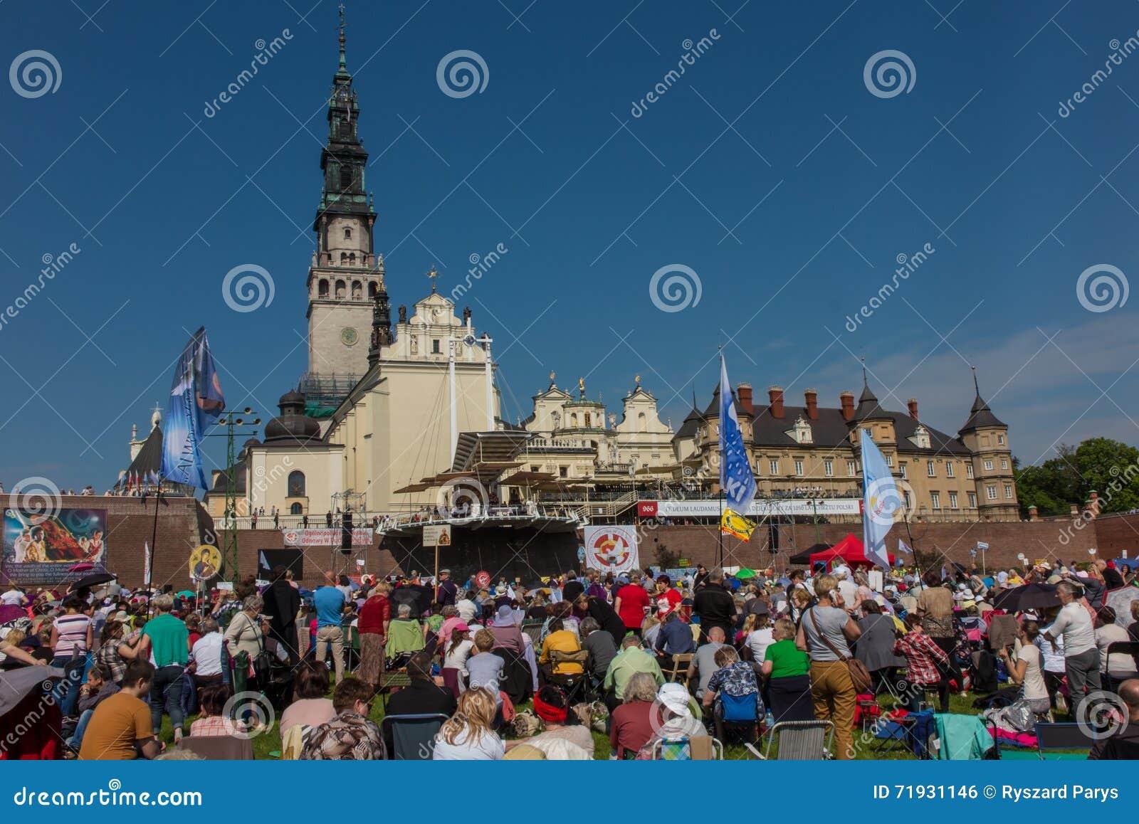 CZESTOCHOWA, ПОЛЬША - 21-ое мая 2016: Дежурство католический харизматический r
