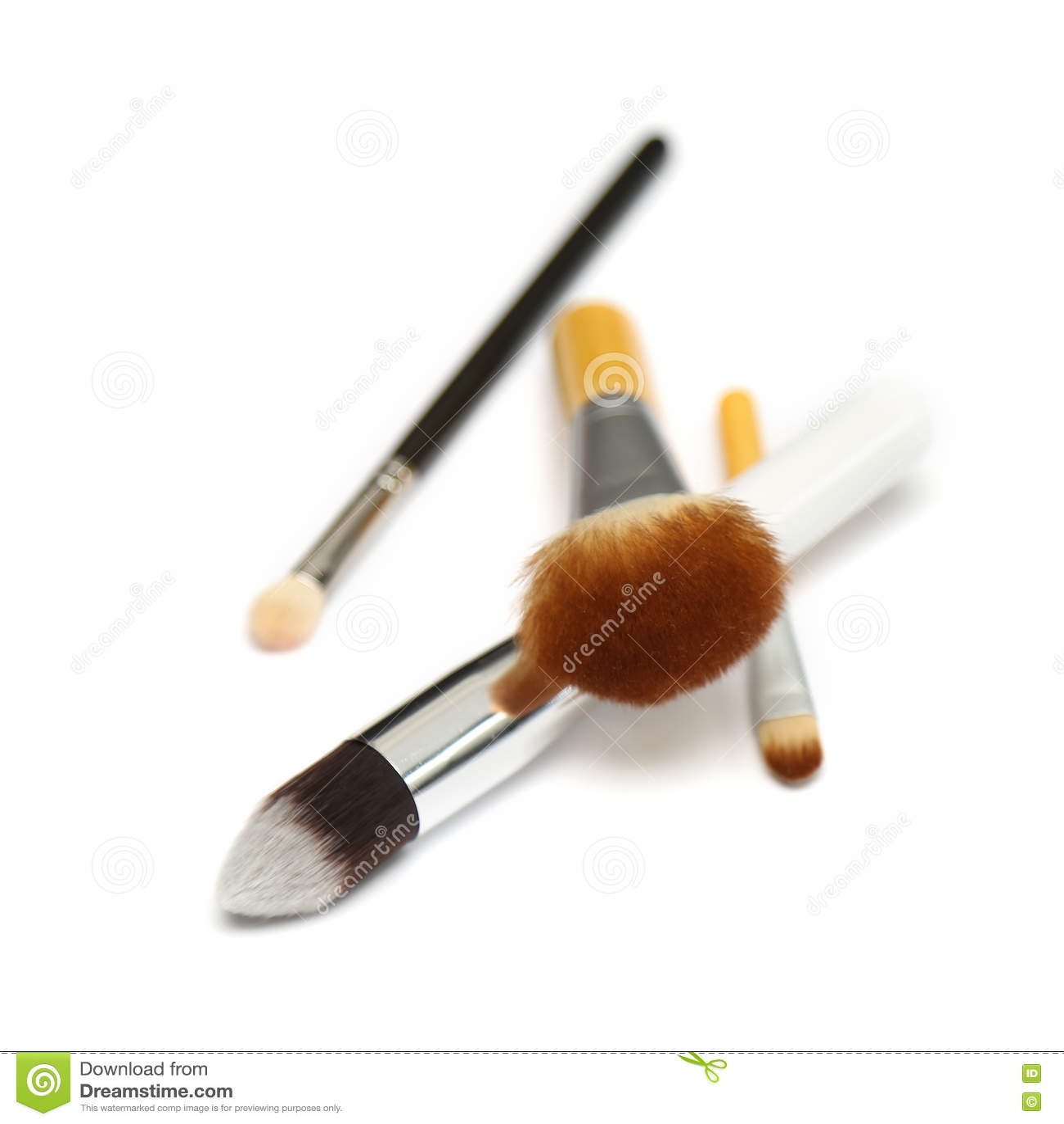 Cztery makeup muśnięcia odizolowywającego na białym tle