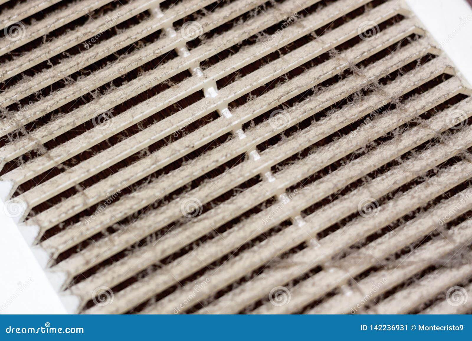 Czyści wentylacja klingerytu rama odkurza filtr całkowicie zatyka z pyłem i brudem Brudna wentylacja w pokoju