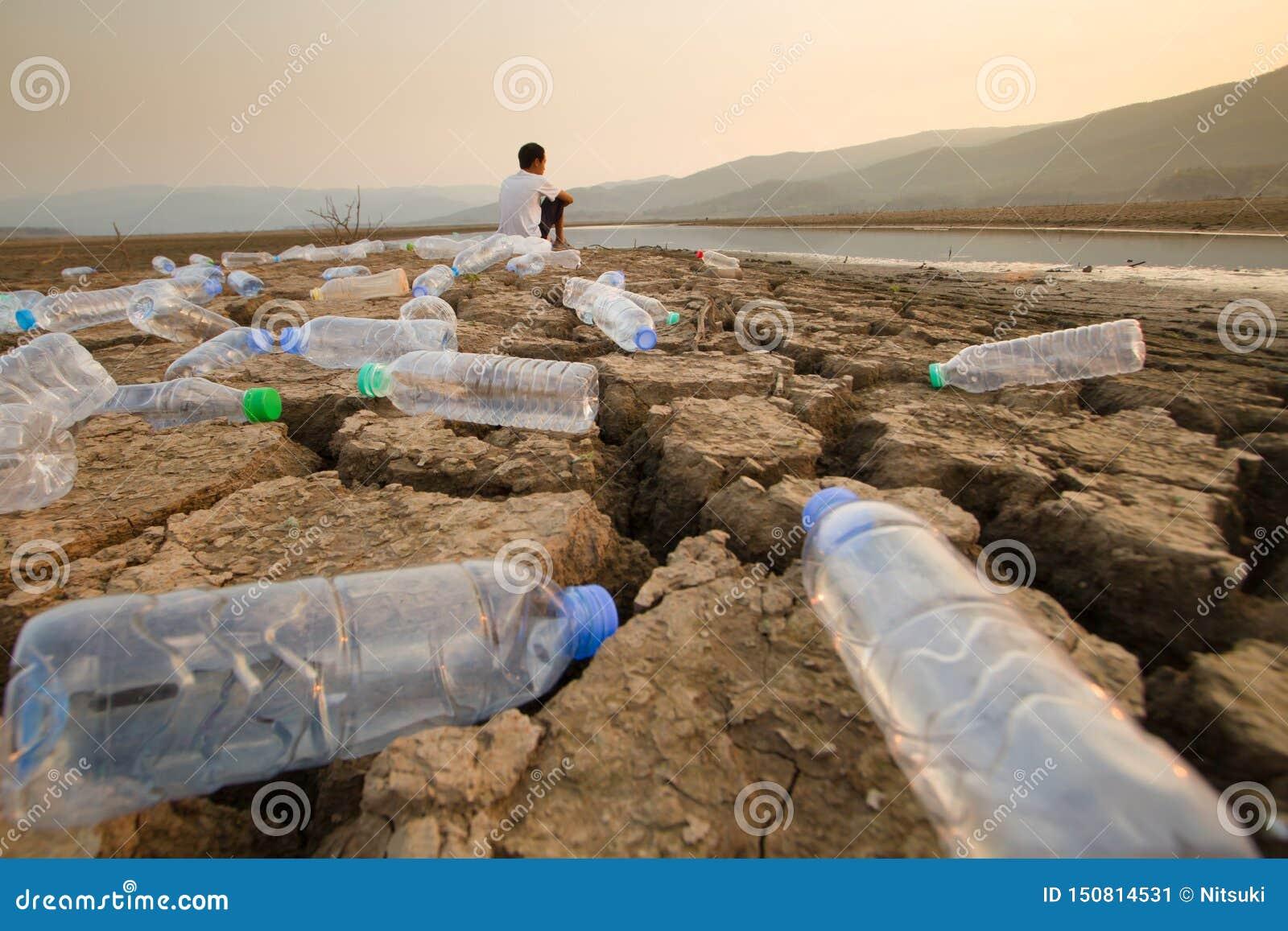 Czyści rzeka Oprócz światu od plastikowego pojęcia i