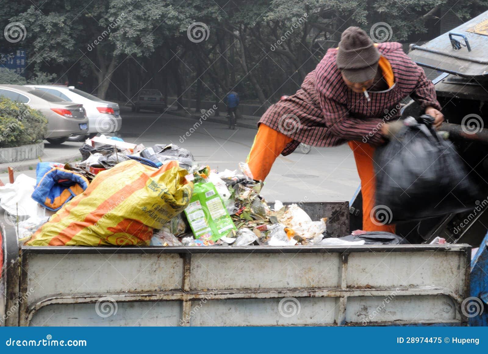 Czyściciele obchodzą się śmieci