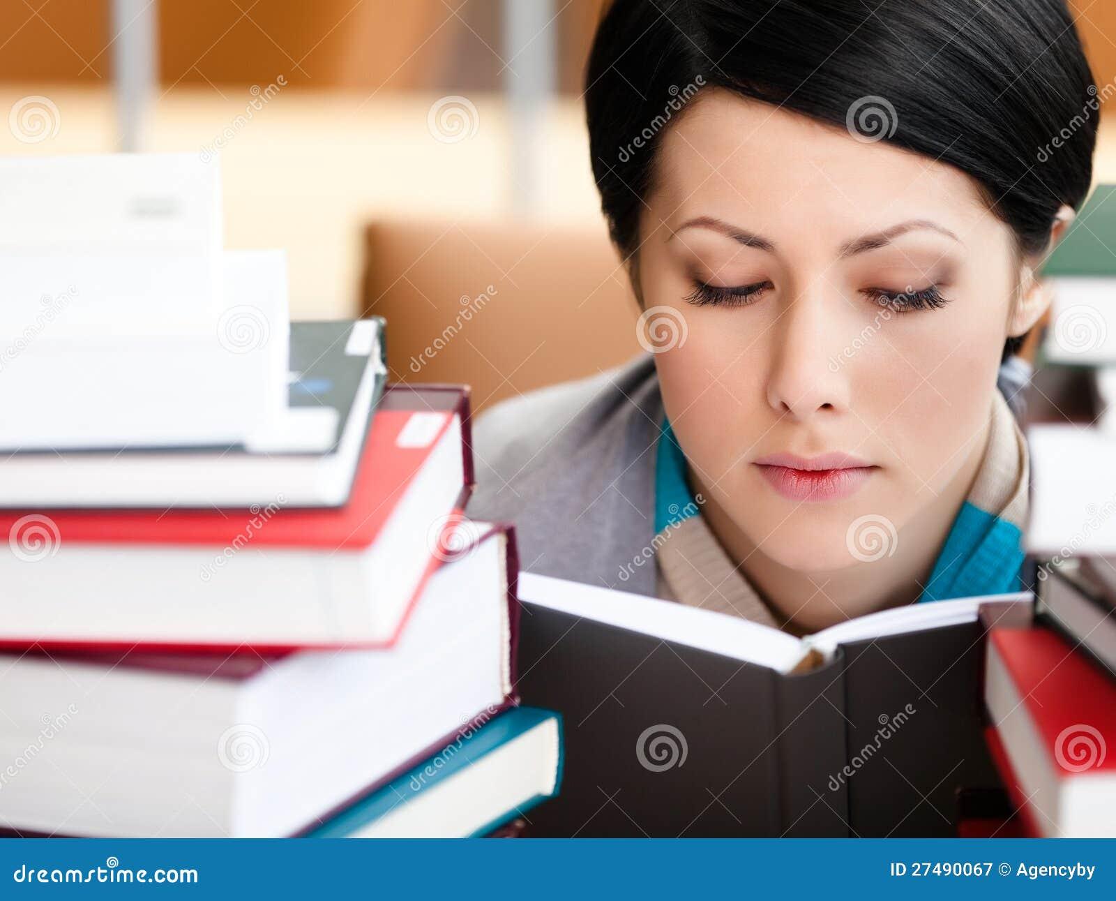 Czytelniczy książkowy żeński uczeń