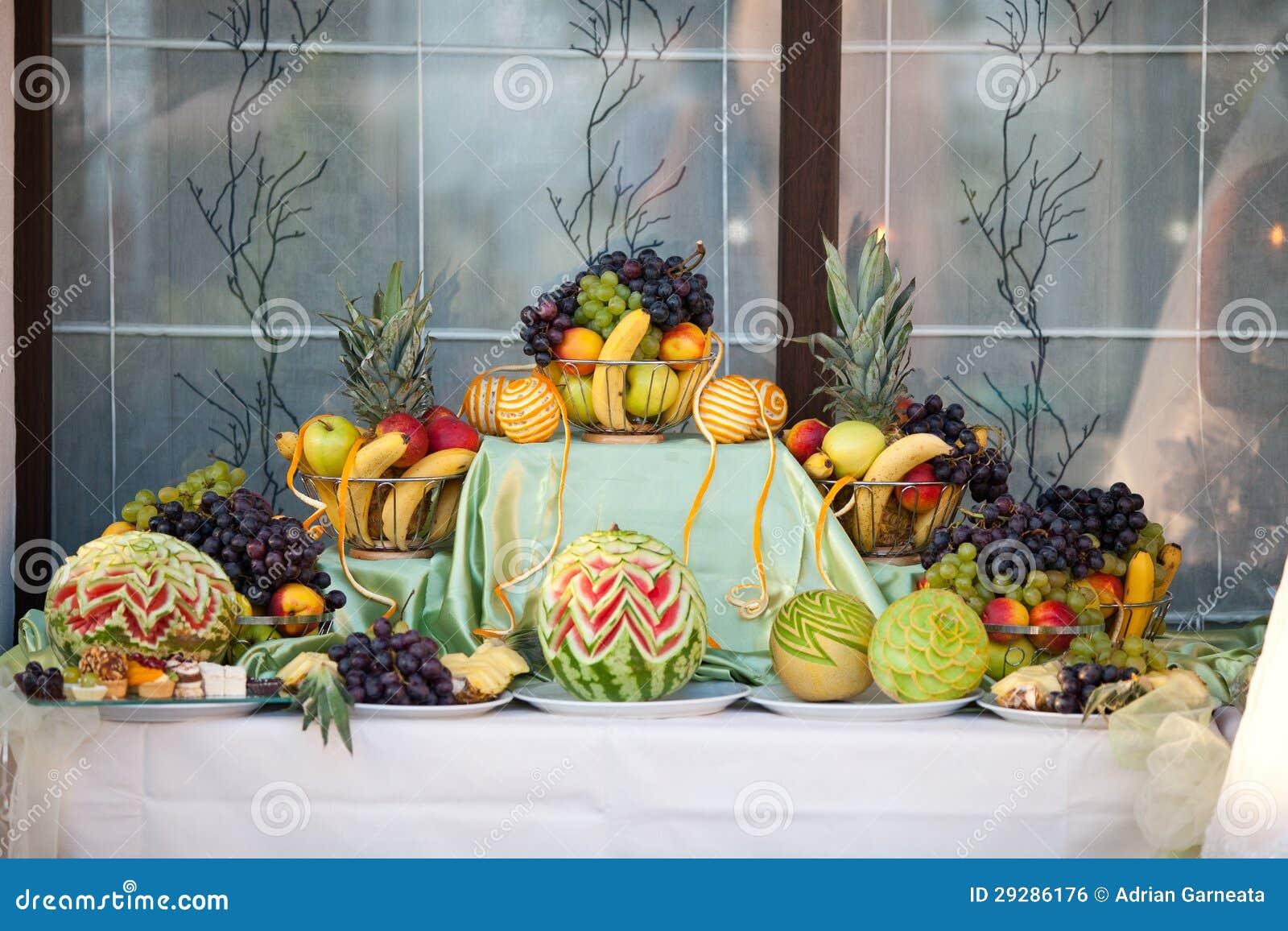 Connu Décoration De Table De Mariage Avec Des Fruits Photo stock - Image  JI28