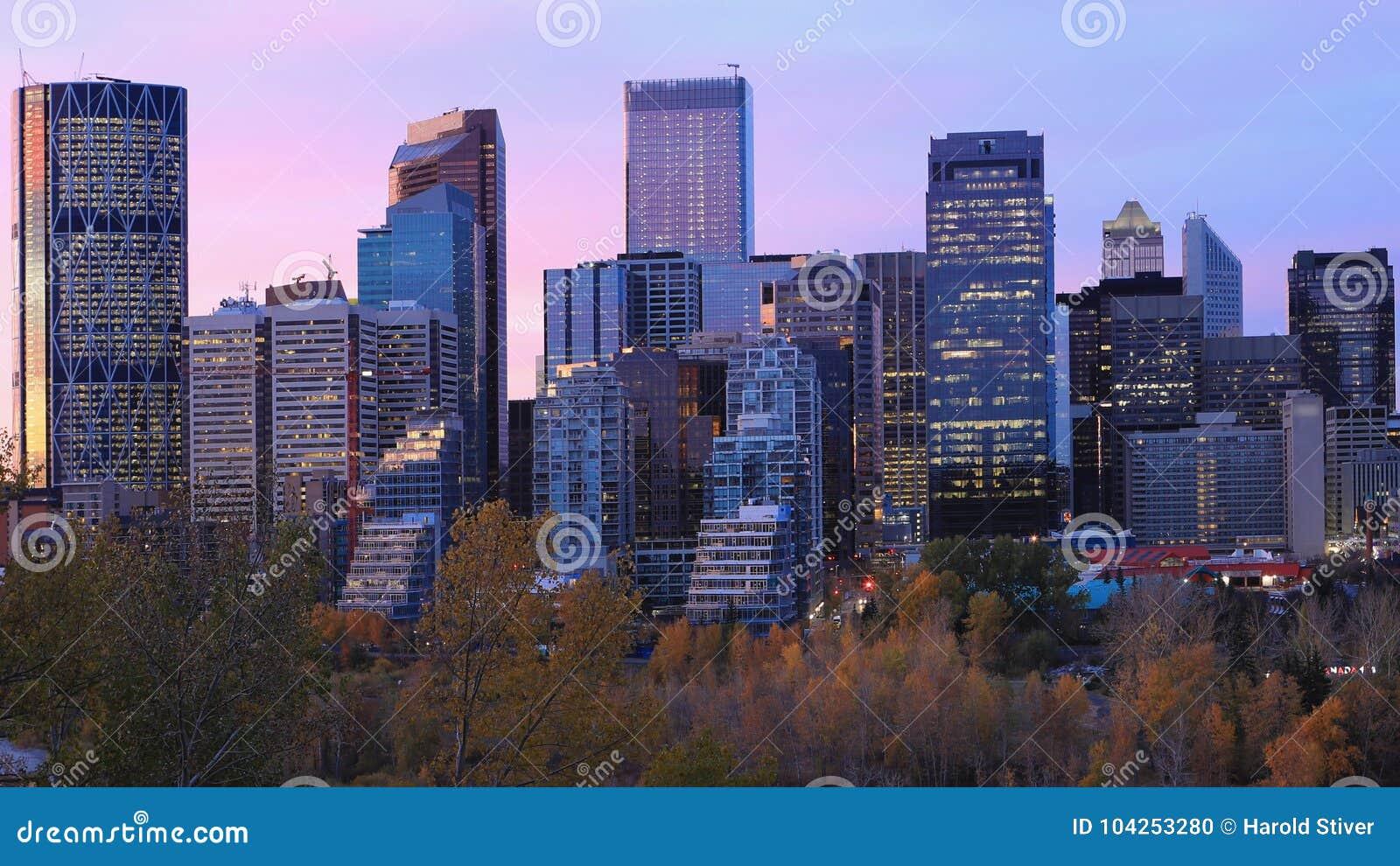 Dämmerungsansicht von Calgary, Kanada Skyline