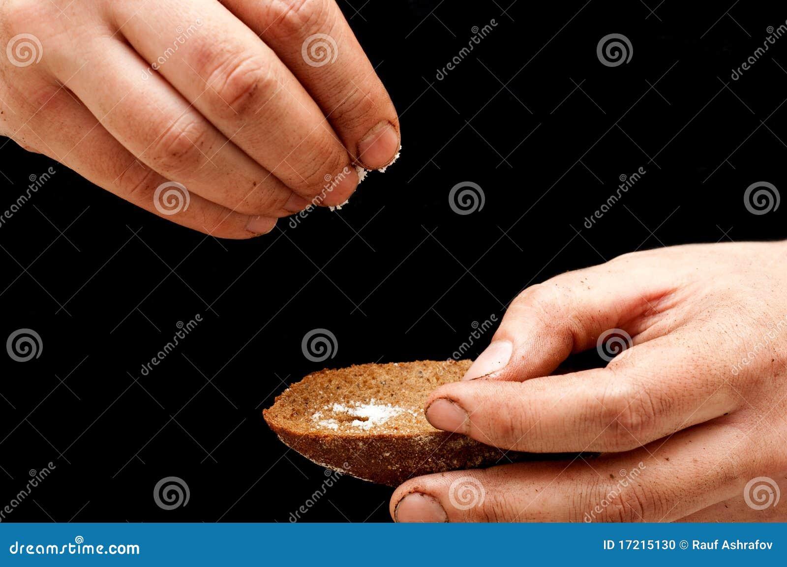 Dåligt hälla för smutsig handman som är salt