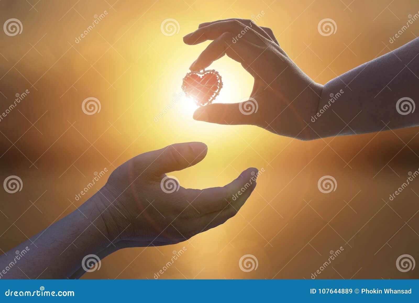Dé está archivando al amante del amor o dan a tarjetas del día de San Valentín conce del día de fiesta del regalo