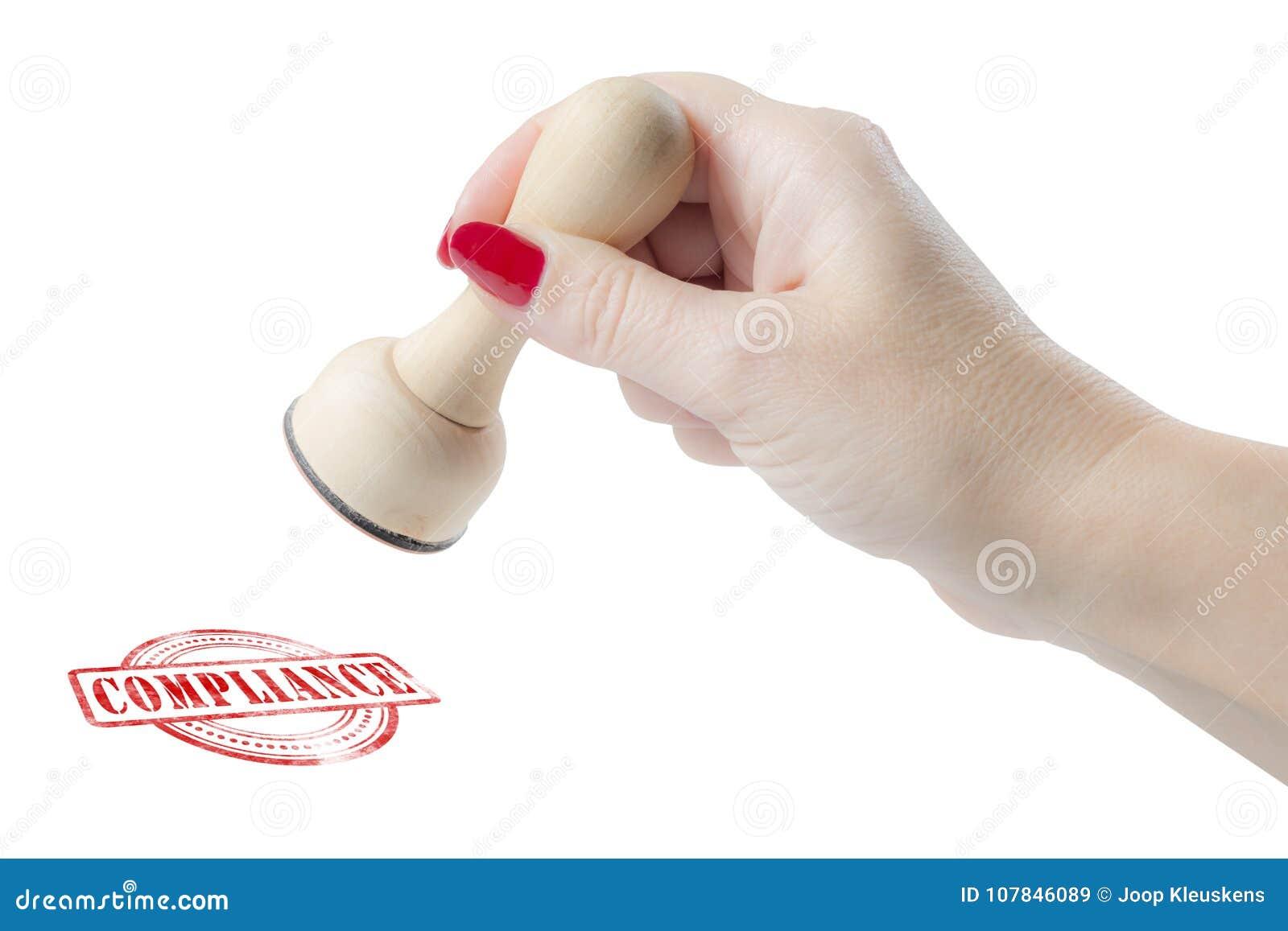 Dé llevar a cabo un sello de goma con la conformidad de la palabra