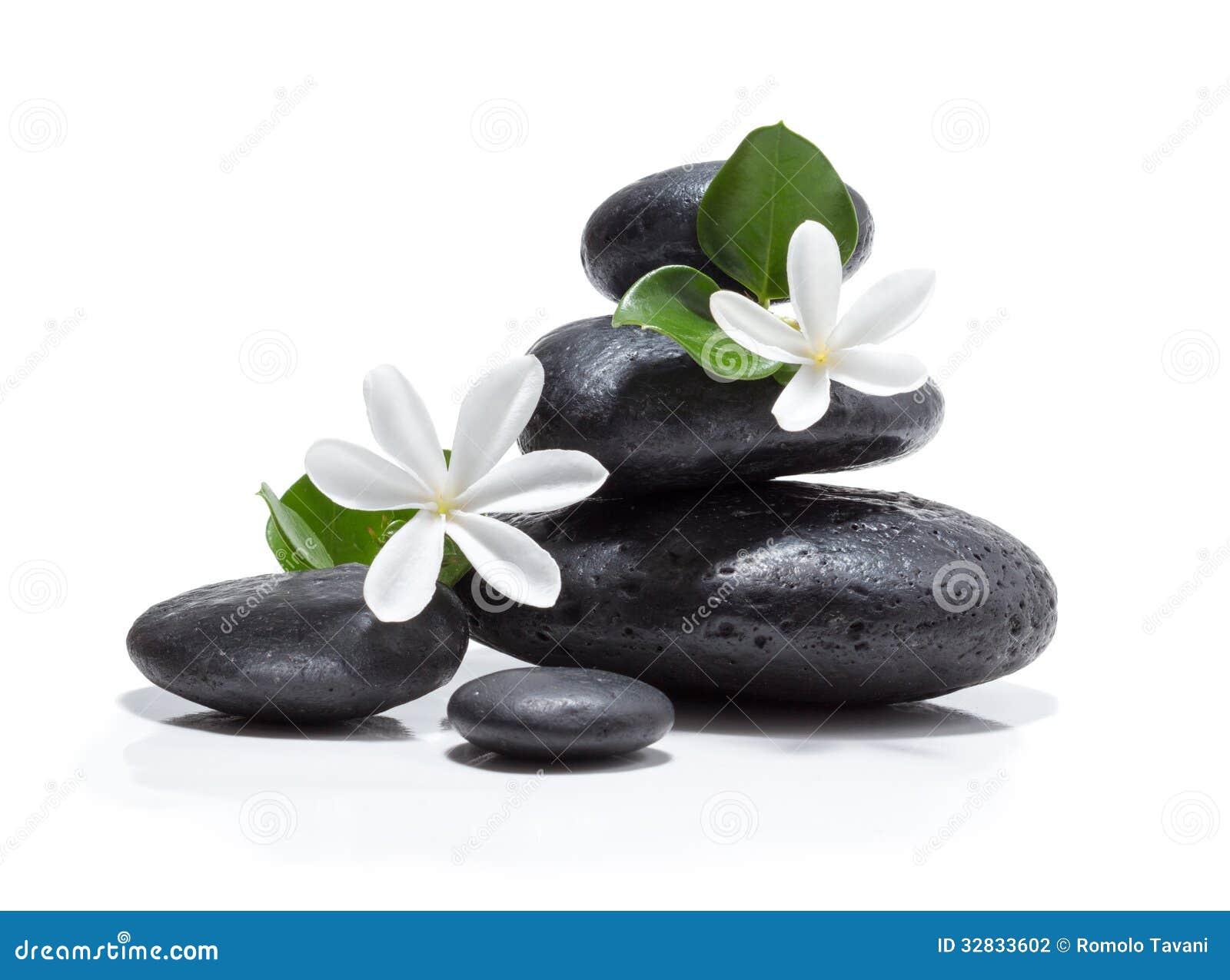 Dé masajes a las flores del tiare, a la vela y al balneario de piedra negro