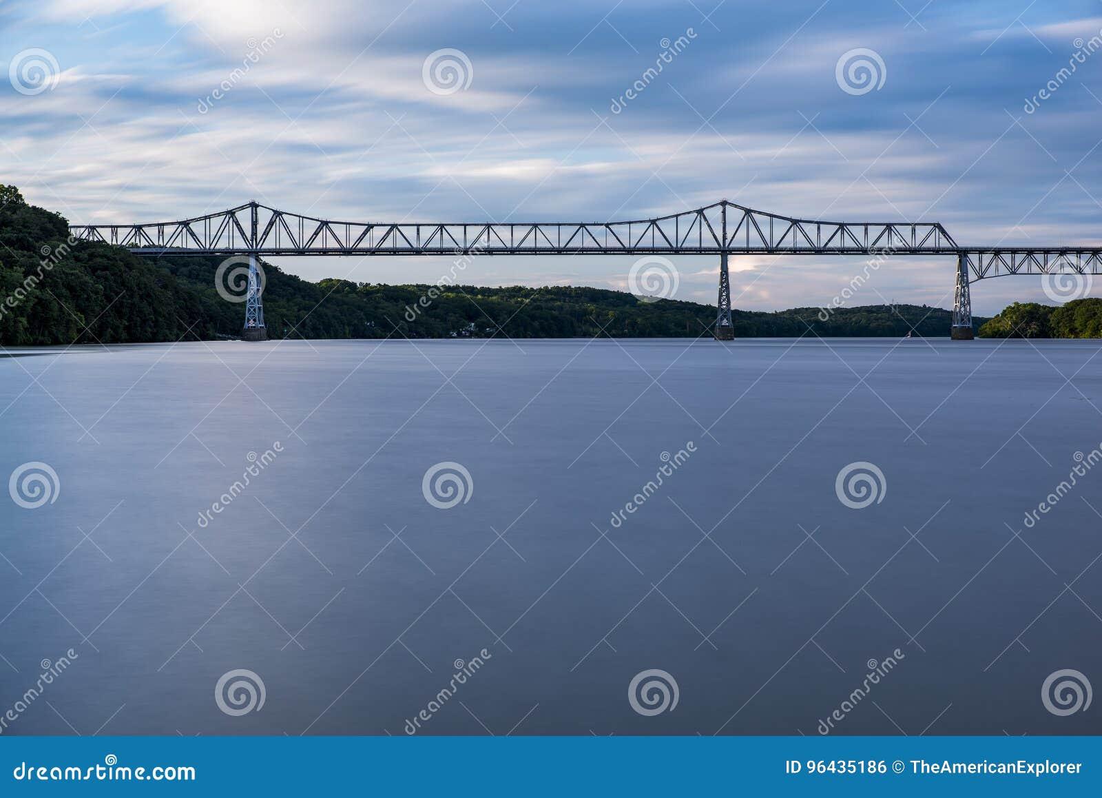 Déchirure Van Winkle Bridge - coucher du soleil - Hudson River - New York