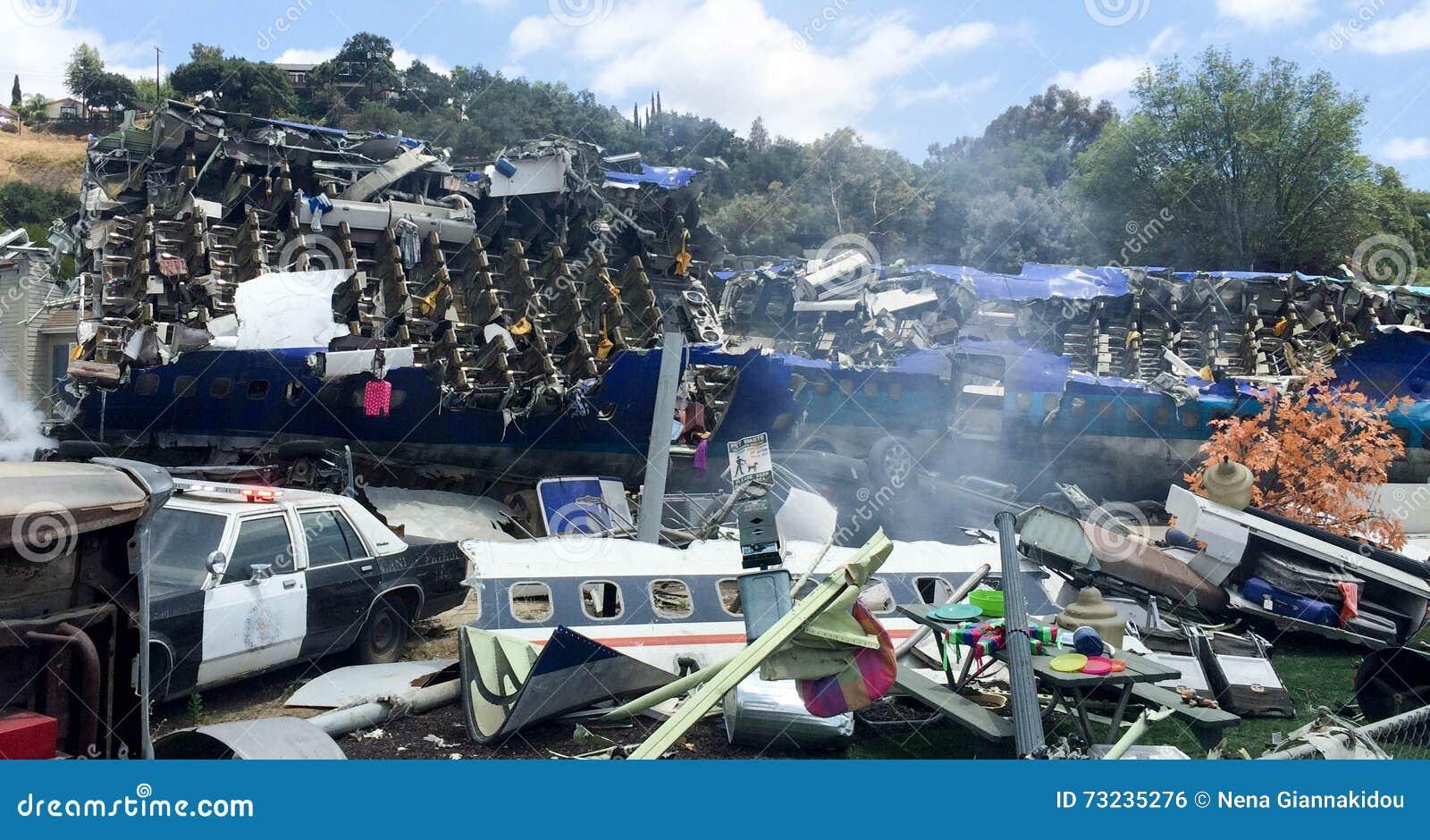 d cor de film de catastrophe d 39 accident d 39 avion photo ditorial image du aviation films 73235276. Black Bedroom Furniture Sets. Home Design Ideas