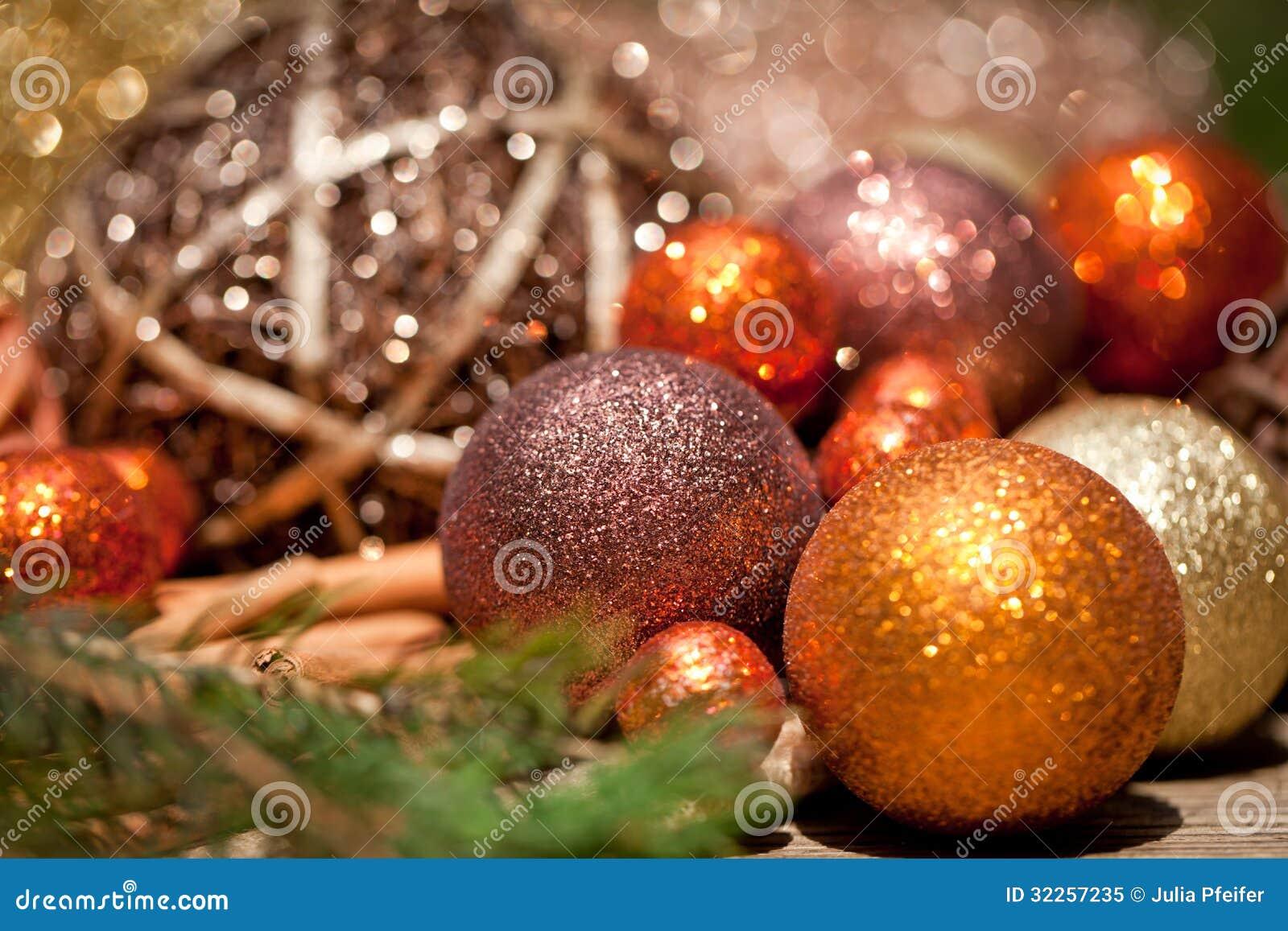 Deco Noel En Bois Naturel décoration éclatante de noël en bois naturel orange et brun