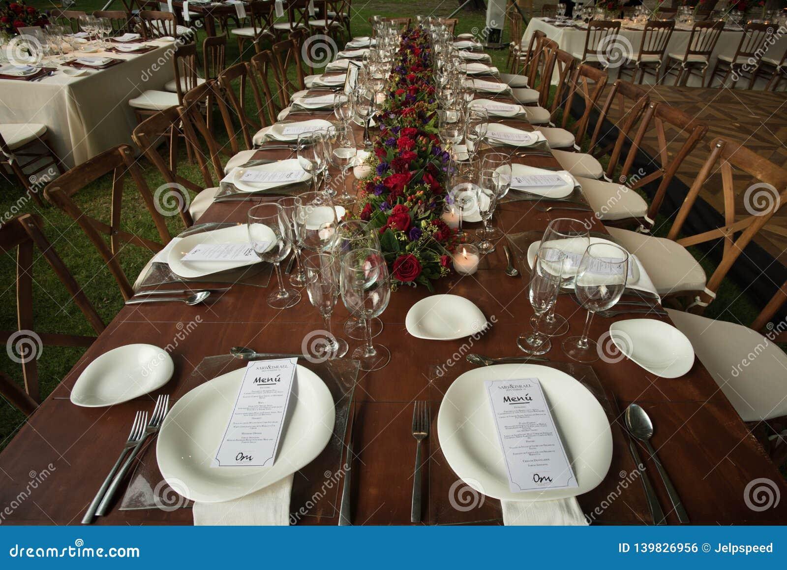 Decoration Elegante De Table De Mariage De Jardin Avec De