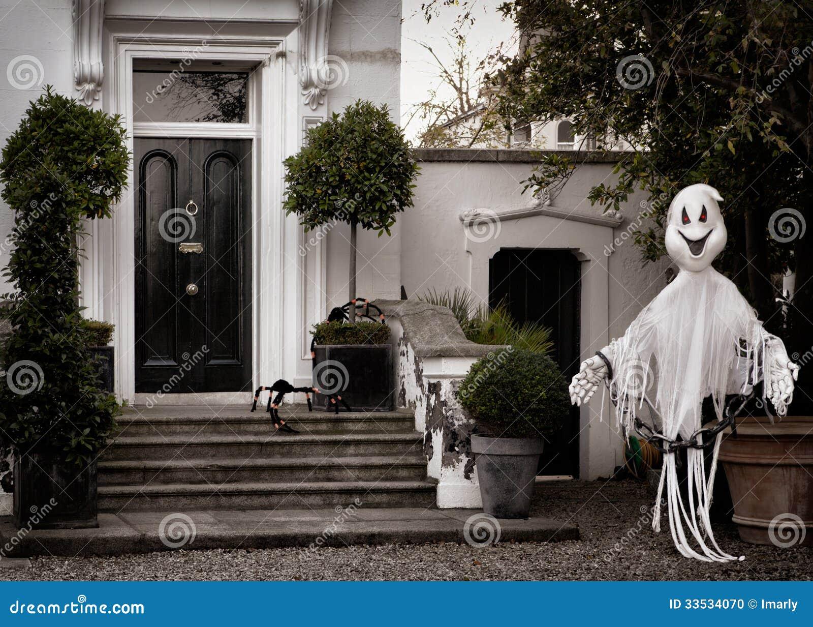 D coration avant de jardin pour halloween avec le fant me for Decoration de jardin pour halloween