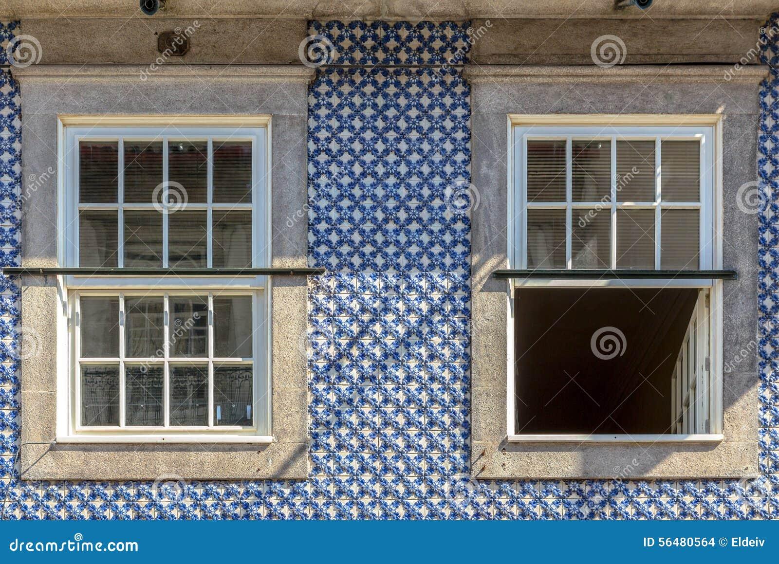 Décoration bleue de bâtiment