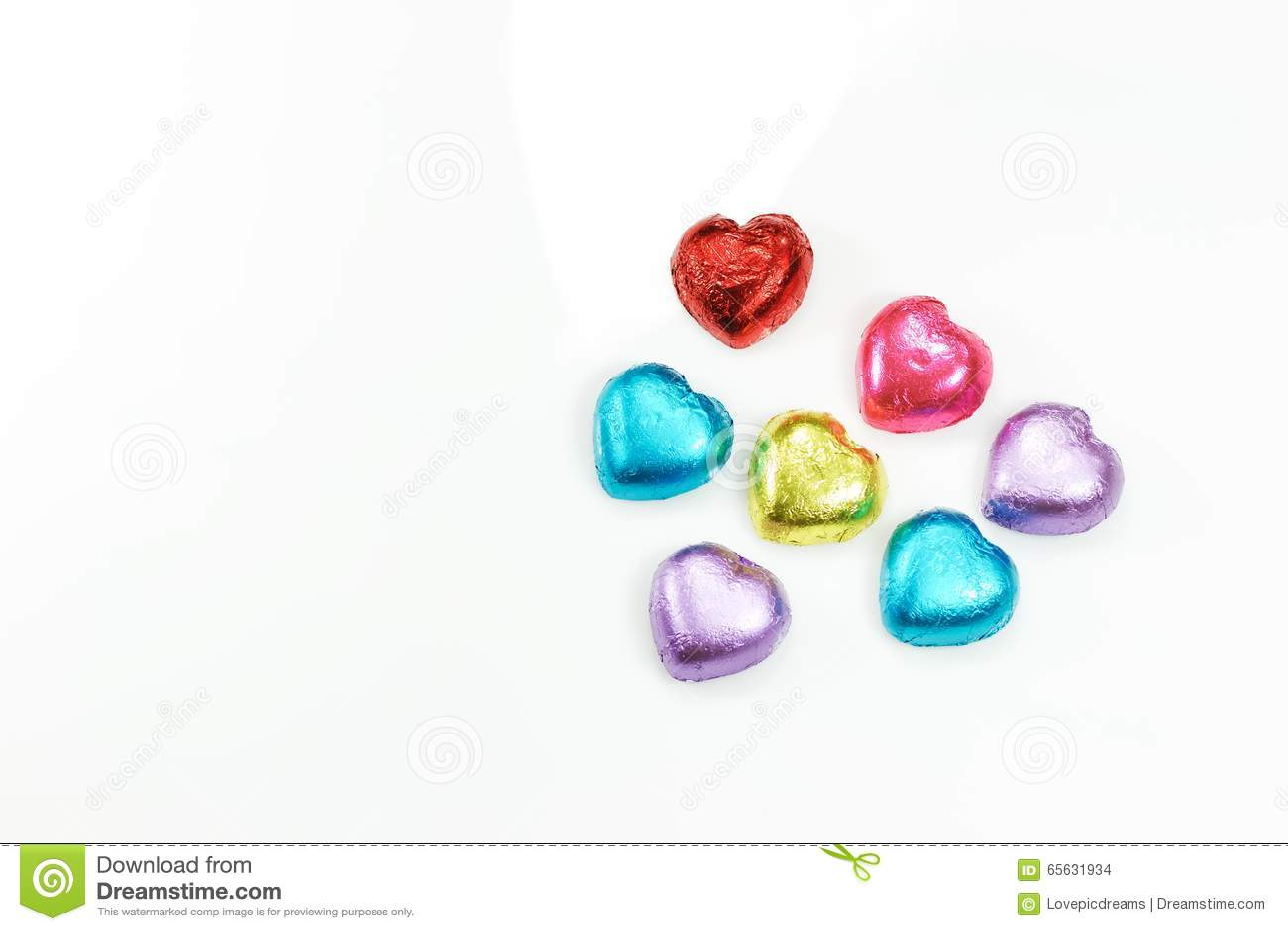 Décoration colorée de coeur pour le fond du jour de la valentine