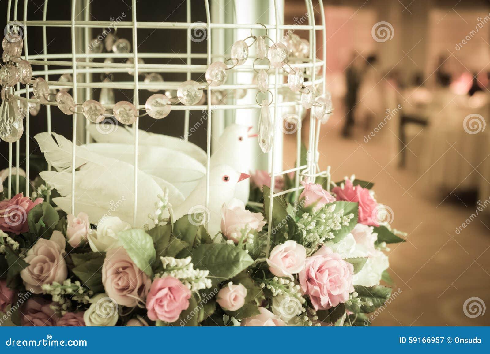 Deco cage a oiseau fashion designs for Oiseaux artificiels de decoration