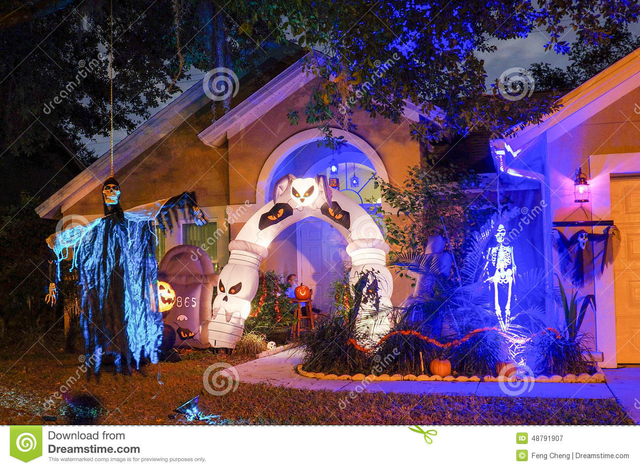 D coration halloween maison usa - Maison decoree pour halloween ...