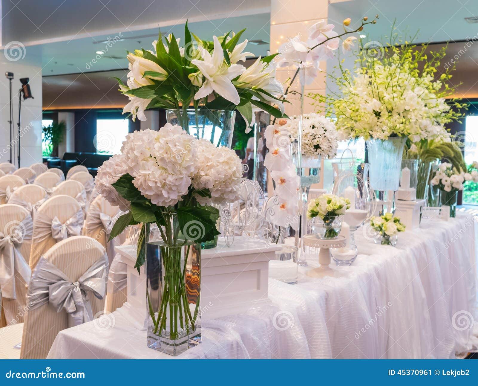 Décoration de la fleur blanche pour épouser dans l hôtel de luxe