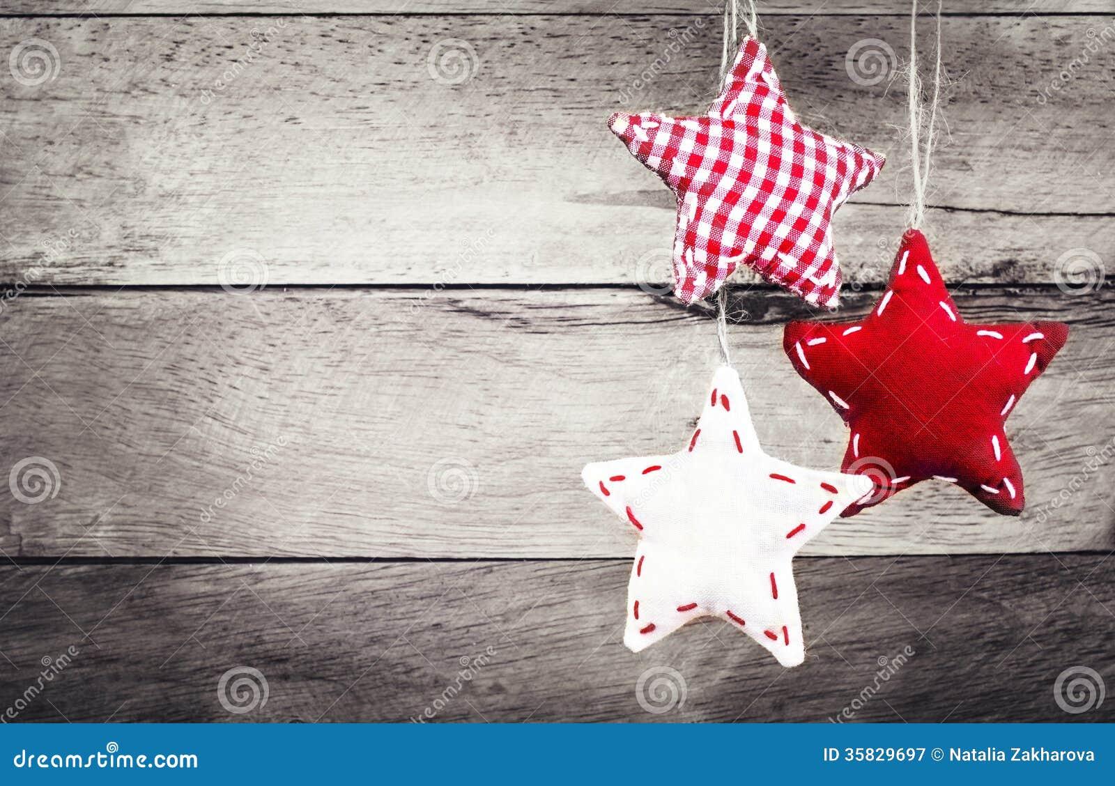 #BC0F23 Décoration De Noël Accrochant Au Dessus Du Fond En Bois  6029 decoration de noel rustique 1300x933 px @ aertt.com