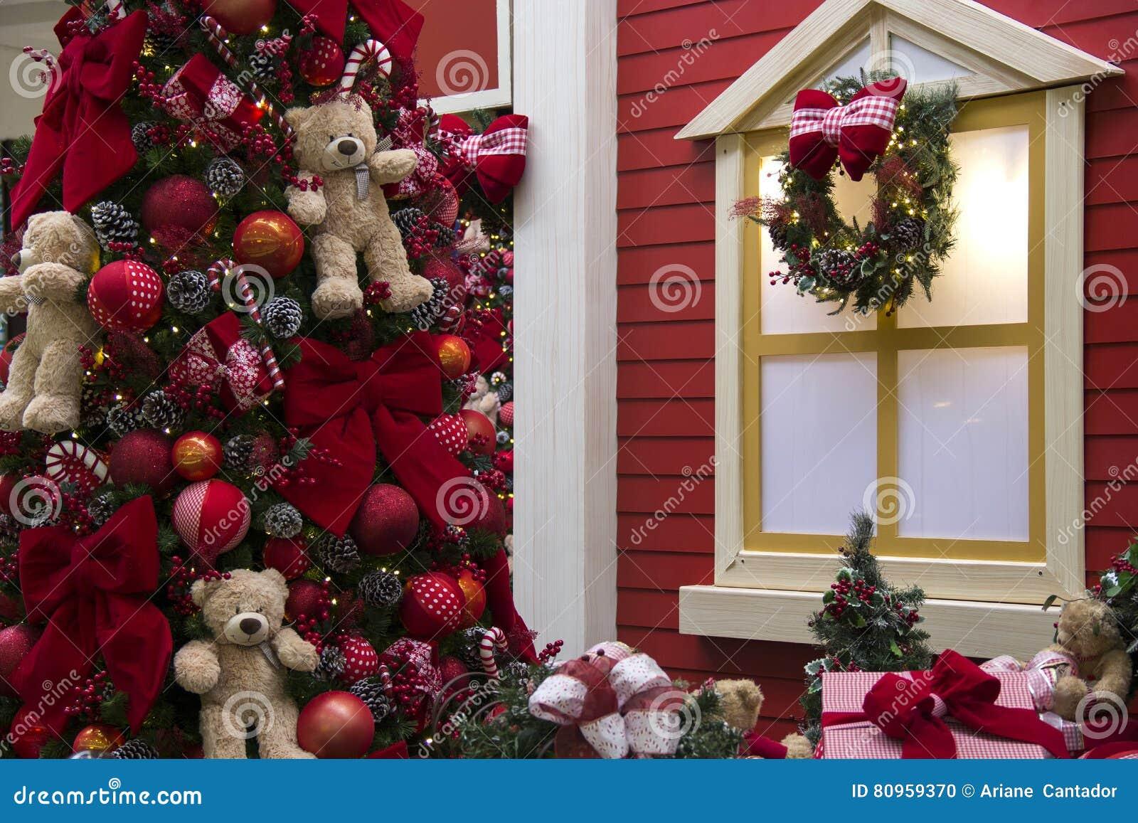 Decoration Balcon De Noel.Decoration De Noel Arbre Decore Sur Le Balcon De La Maison