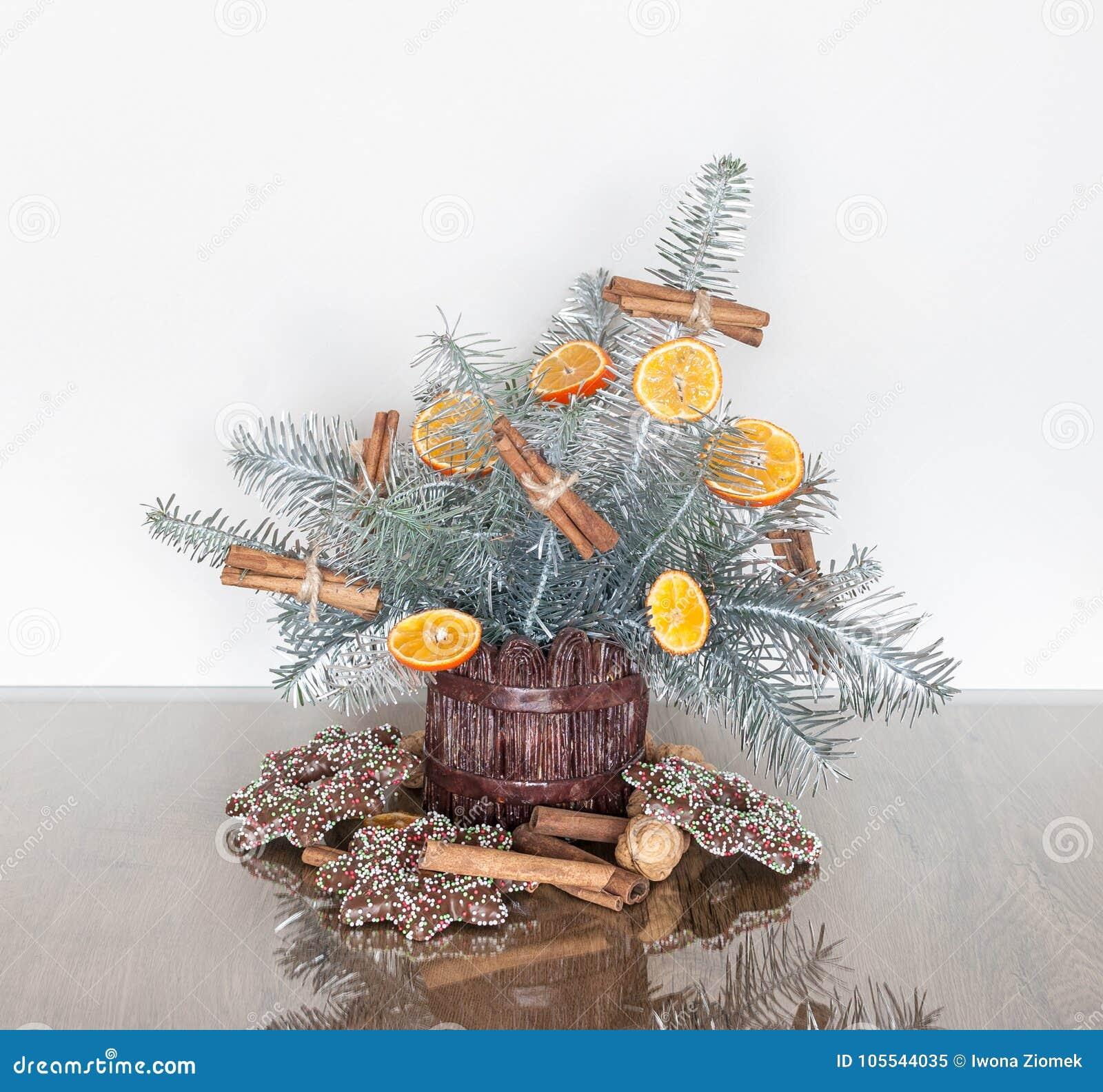 Decoration De Noel Avec Des Branches De Sapin Argente Image Stock