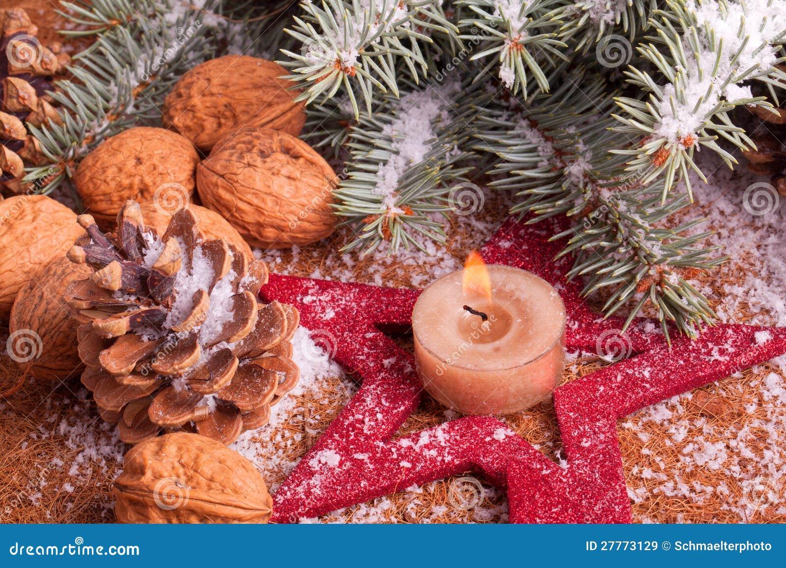 Décoration de Noël avec la bougie d avènement