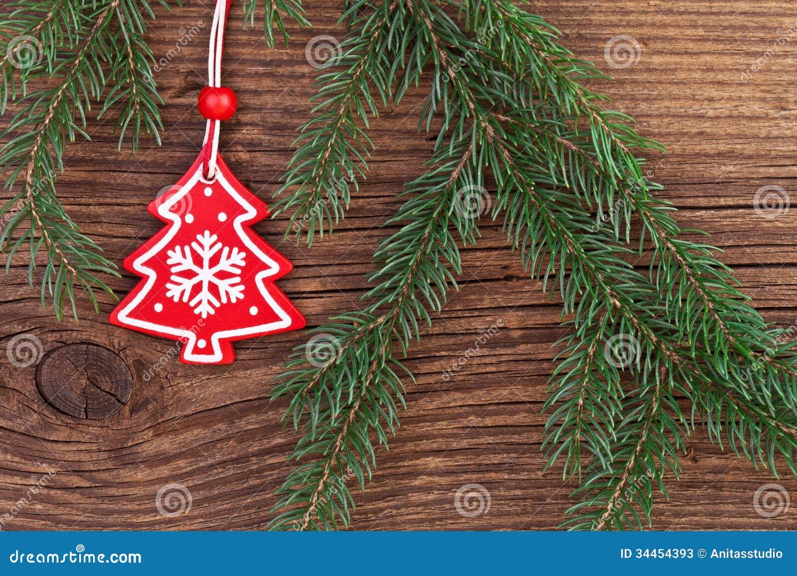 #BB101F Décoration De Noël Avec La Branche De Sapin Au Dessus Du  6371 decoration noel exterieur avec branche sapin 1300x957 px @ aertt.com