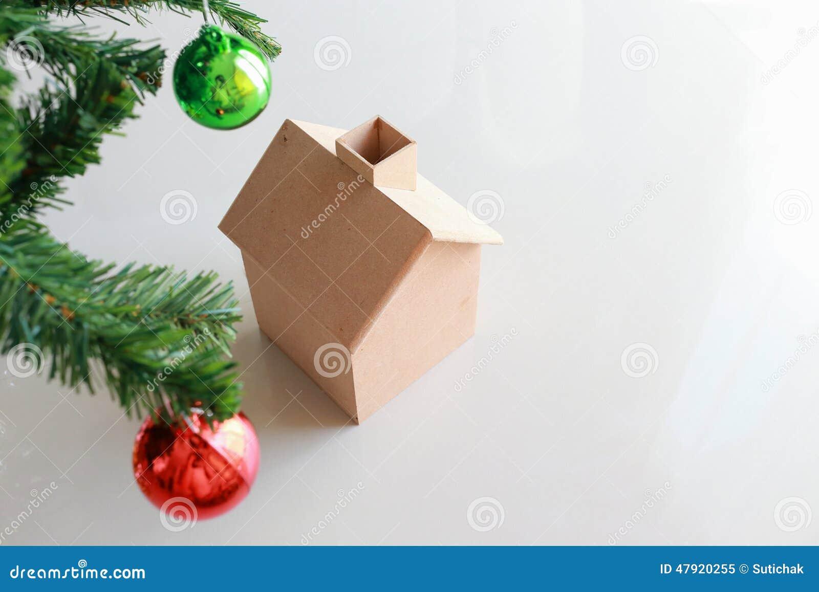d coration de no l avec la petite maison en bois image stock image du jouet hiver 47920255. Black Bedroom Furniture Sets. Home Design Ideas