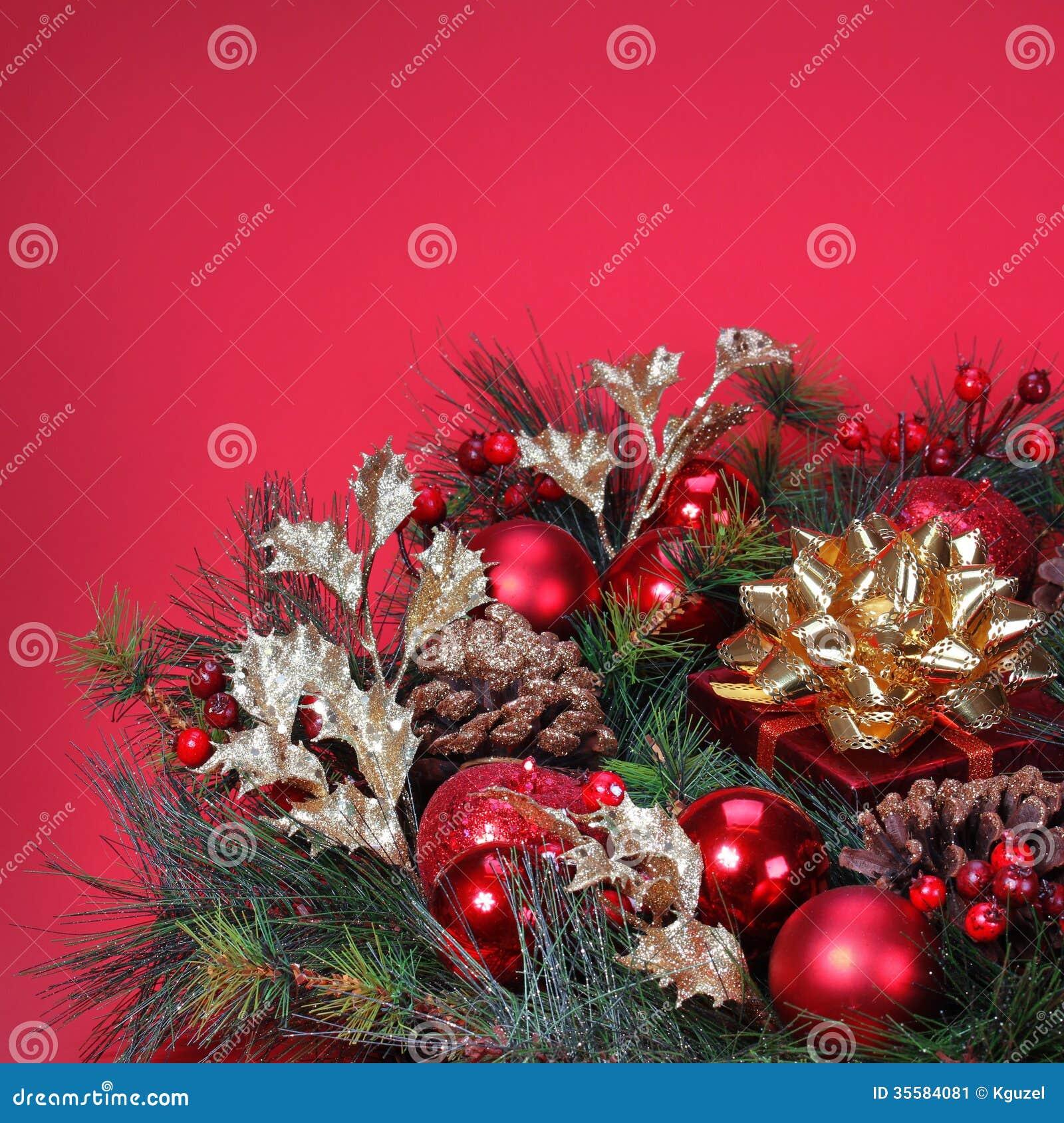 D coration de no l branche d 39 arbre de no l avec les capsules rouges image stock image 35584081 - Branche arbre decoration ...