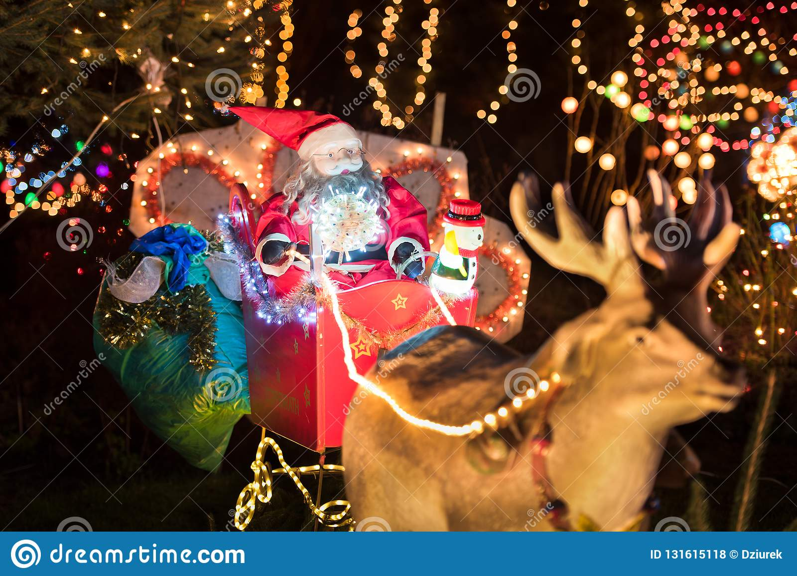 Deco De Noel Dans Le Jardin décoration de noël dans le jardin photo stock - image du