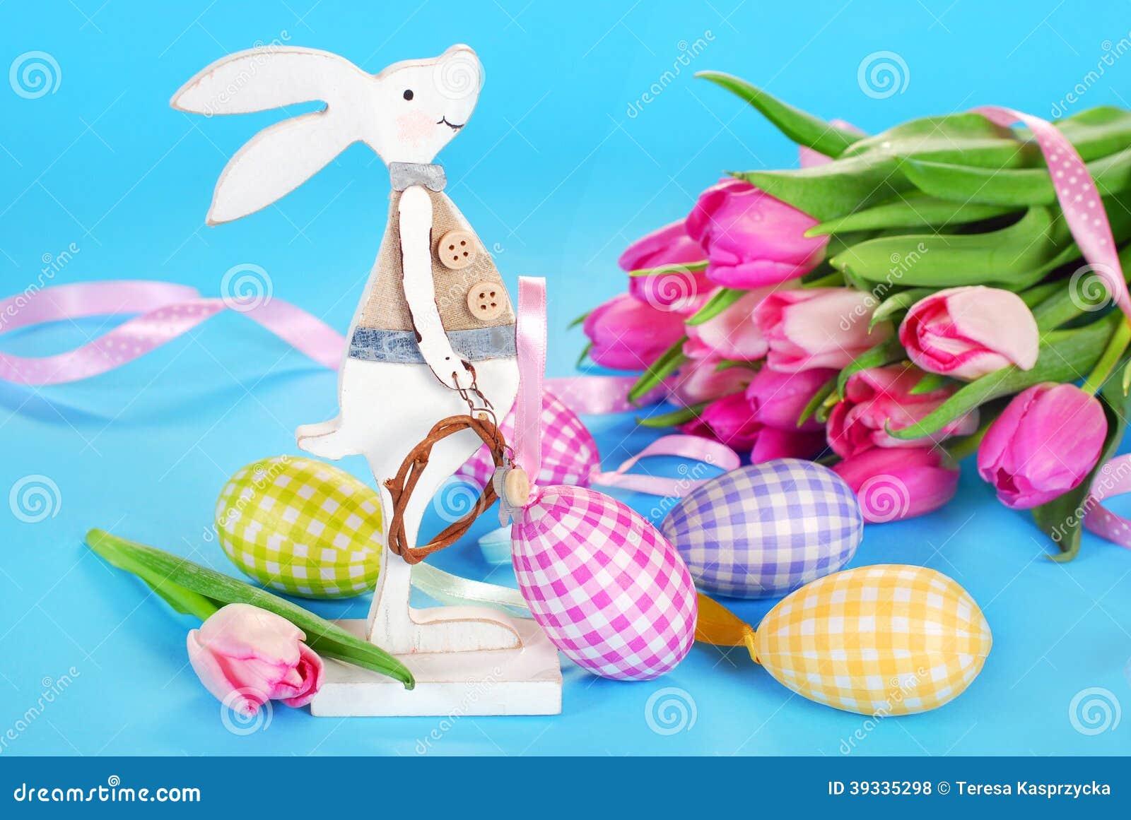 D coration de p ques avec le lapin et les oeufs en bois for Decoration lapin de paques